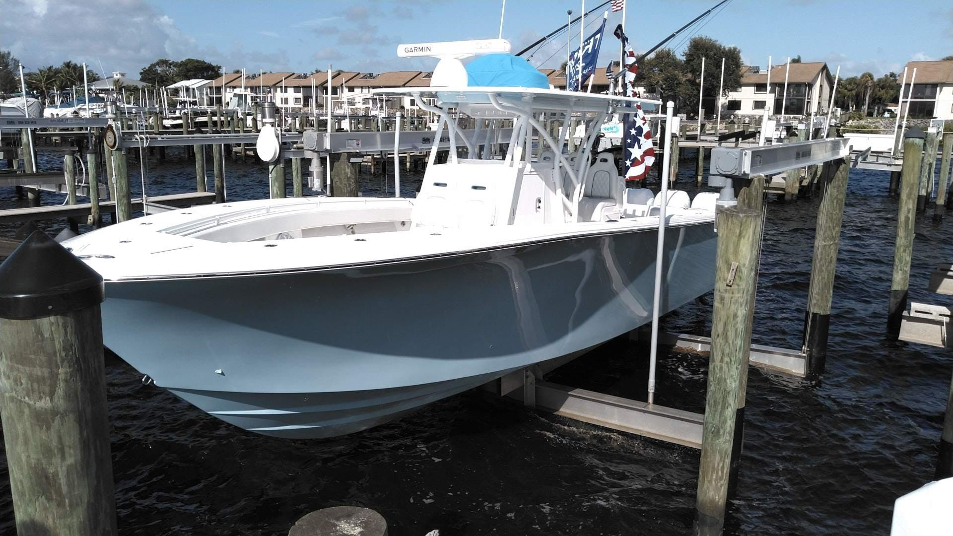 2019 SeaHunter 33' 33  | Picture 2 of 32