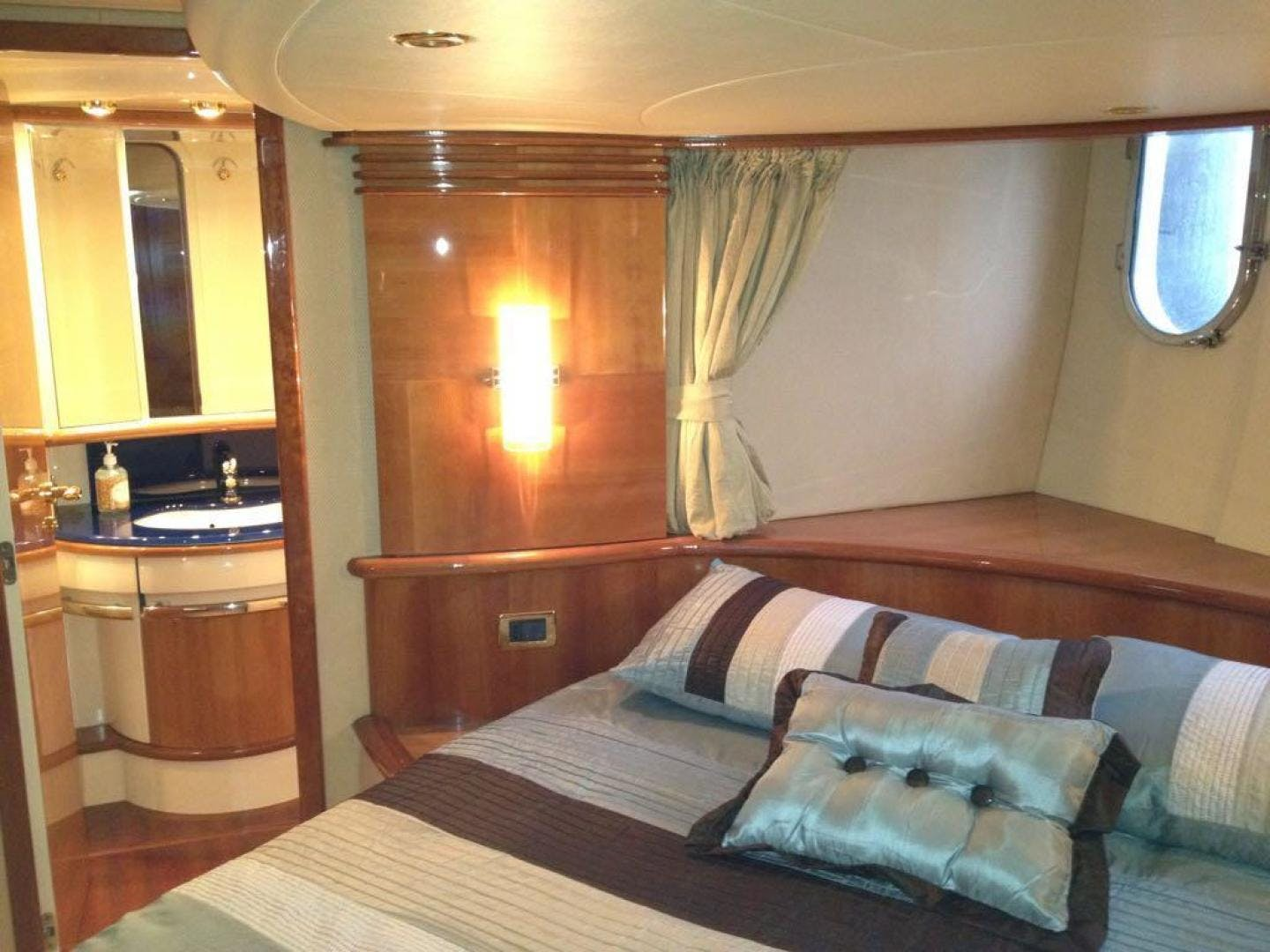 2005 Azimut 62' 62 Evolution  | Picture 6 of 17