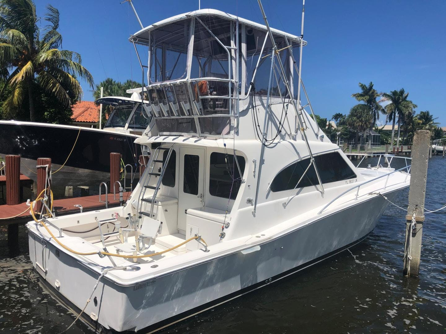 2002 Luhrs 40'     Picture 2 of 20