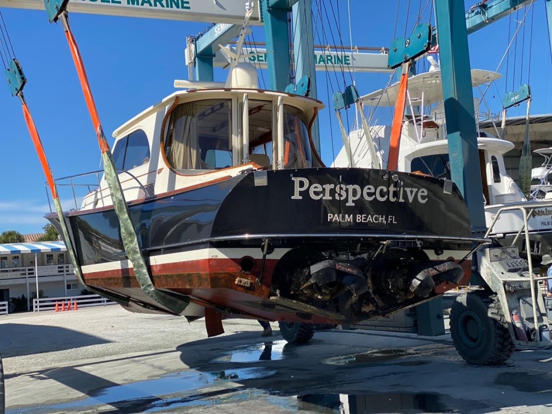 44' Hinckley 2005 Talaria 44 Perspective