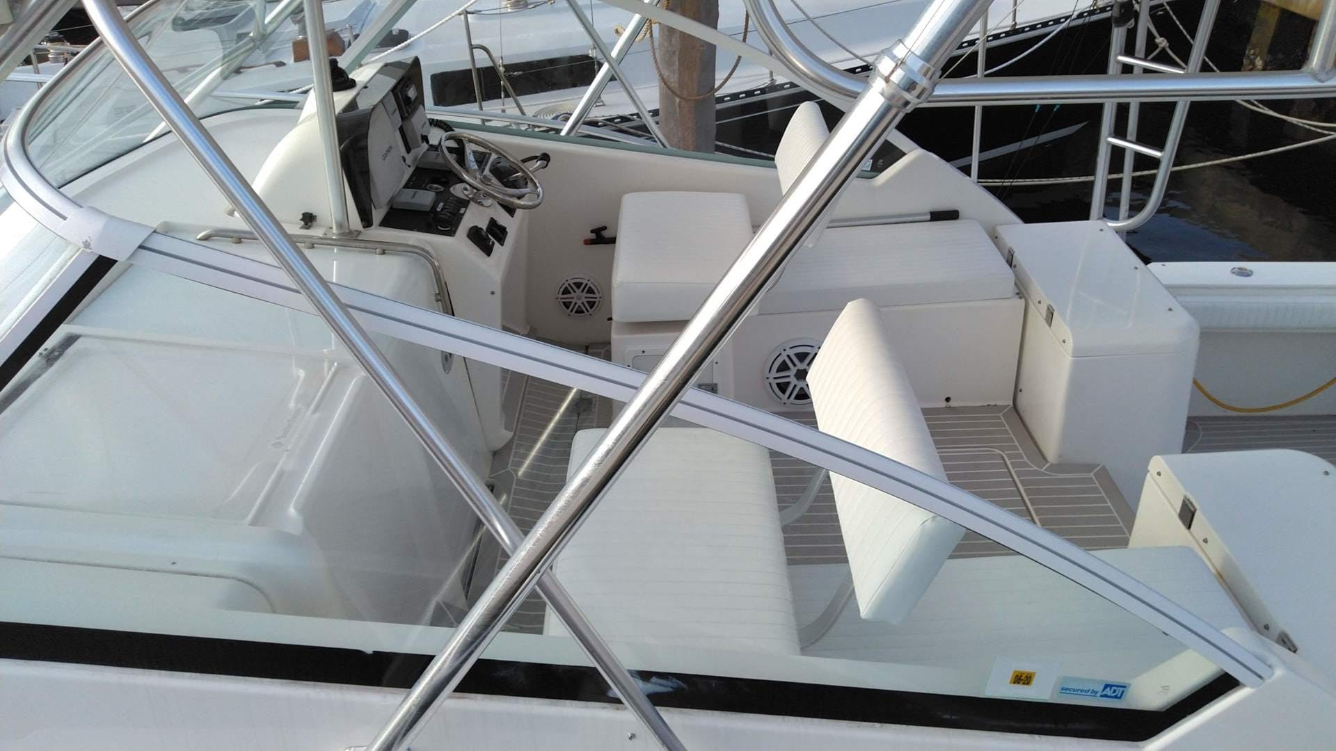 2007 Luhrs 34' 31 Open    Picture 4 of 18