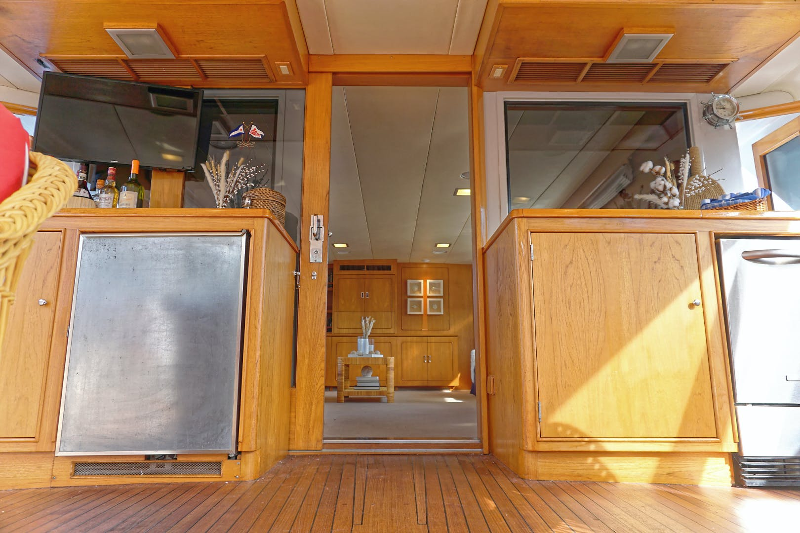 1986 Burger 88' Motor Yacht Encore | Picture 6 of 50
