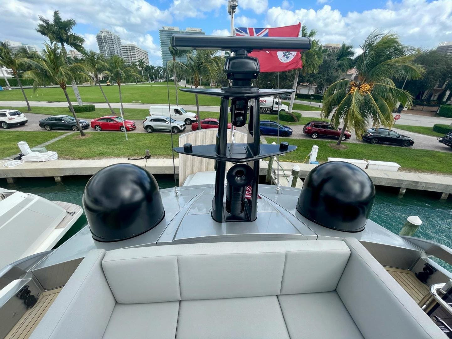 2013 Pershing 92'     Picture 3 of 53