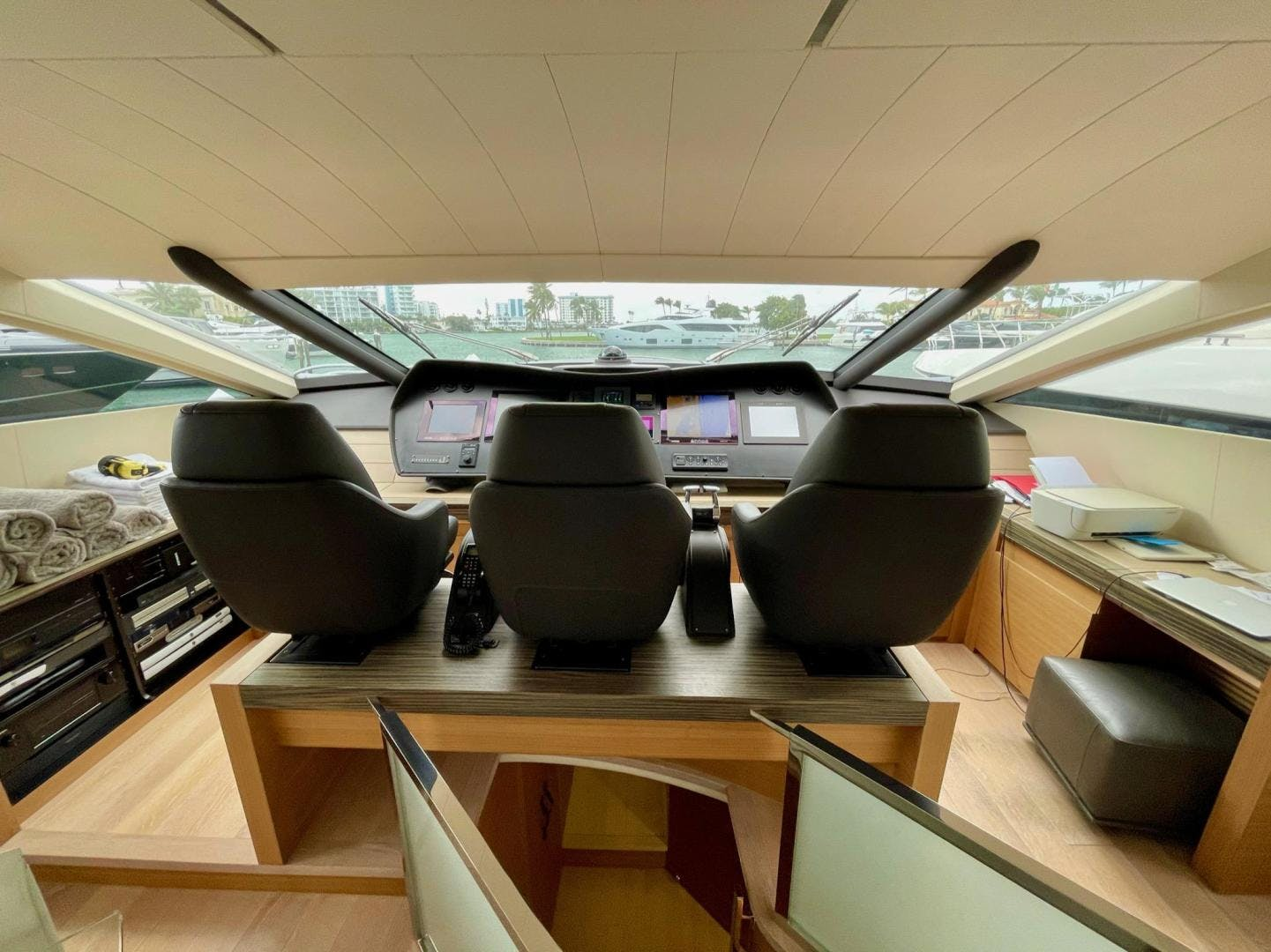 2013 Pershing 92'     Picture 8 of 53