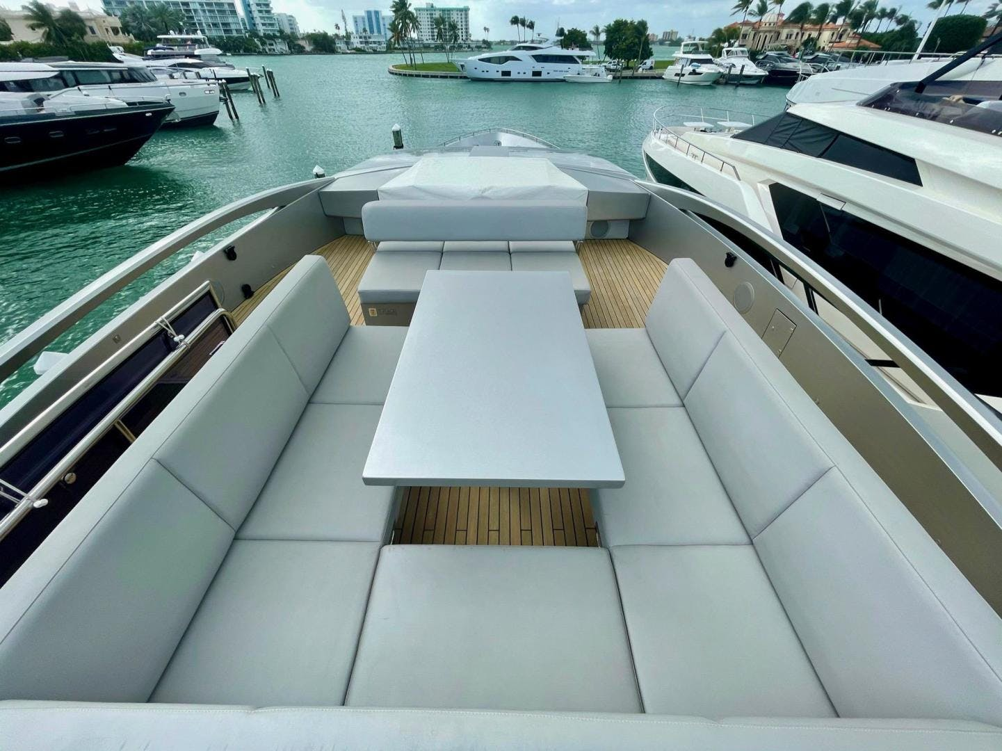 2013 Pershing 92'     Picture 2 of 53