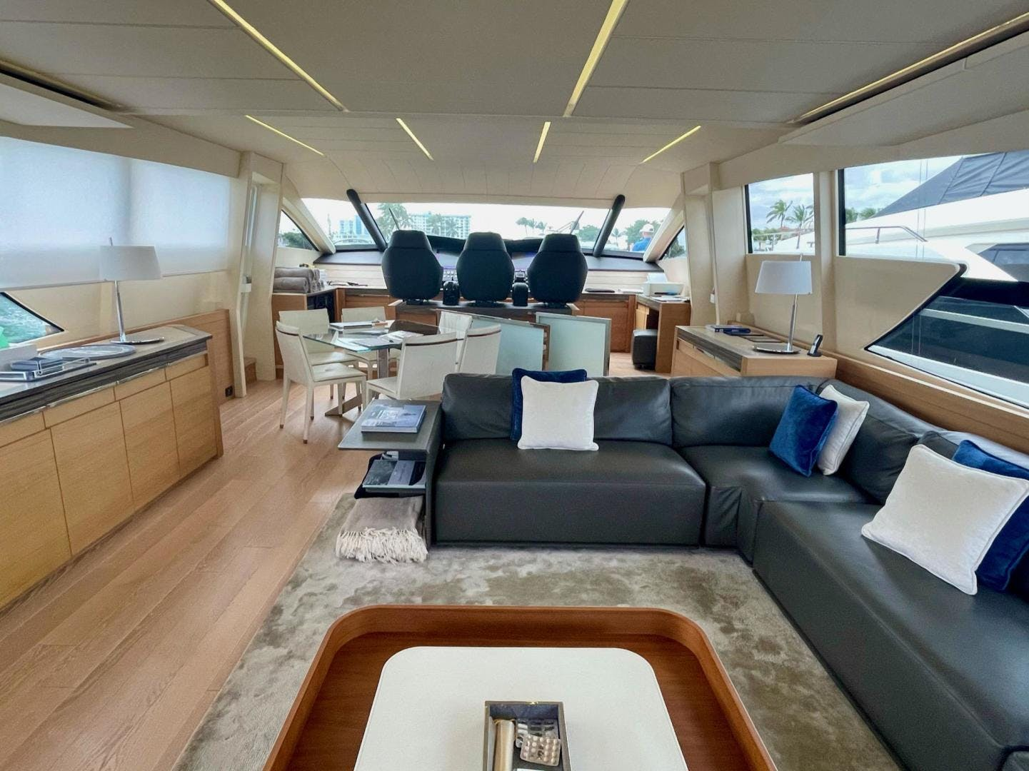 2013 Pershing 92'     Picture 6 of 53