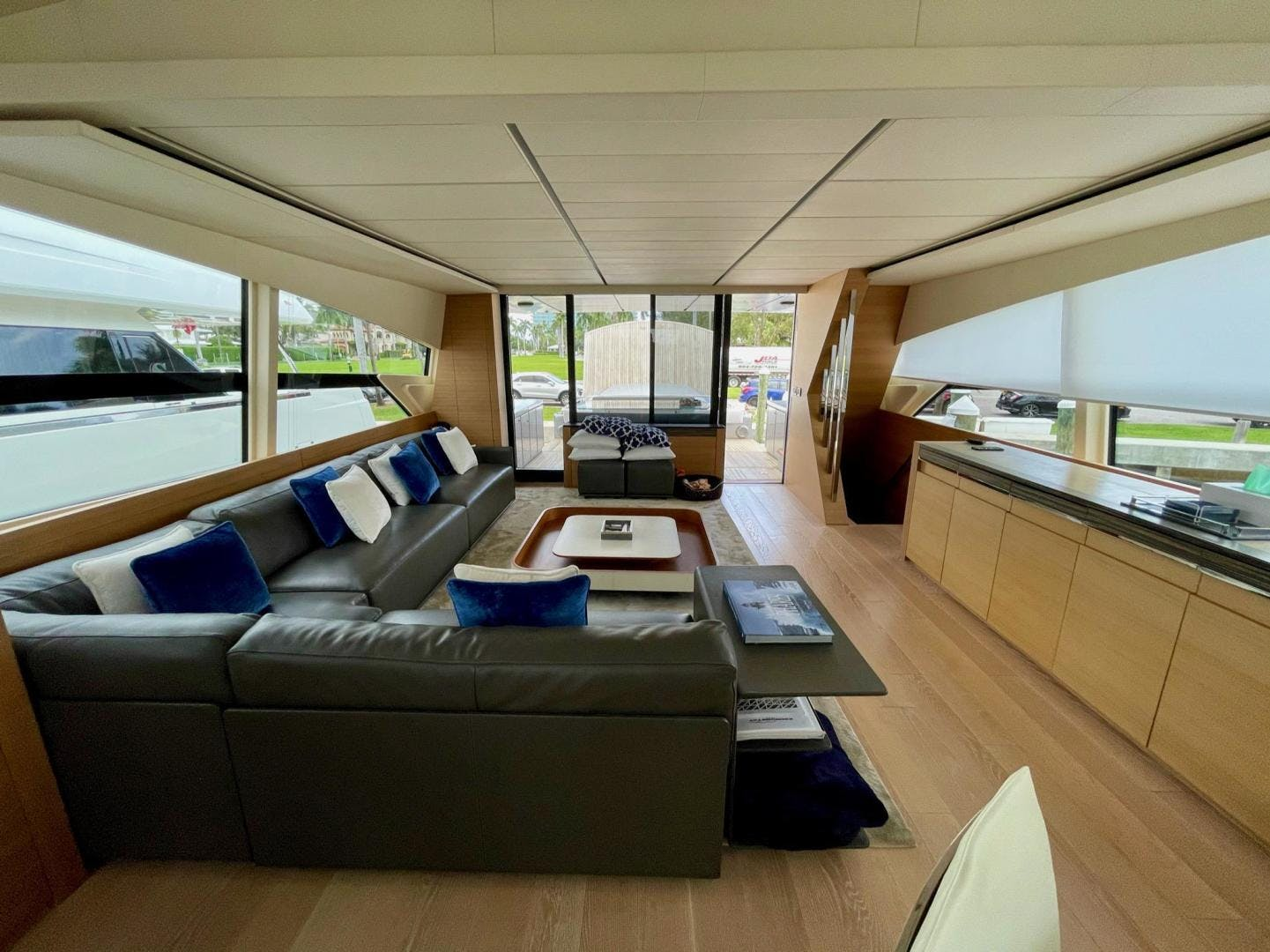 2013 Pershing 92'     Picture 7 of 53