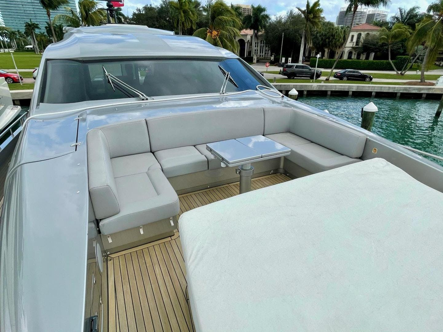 2013 Pershing 92'     Picture 1 of 53
