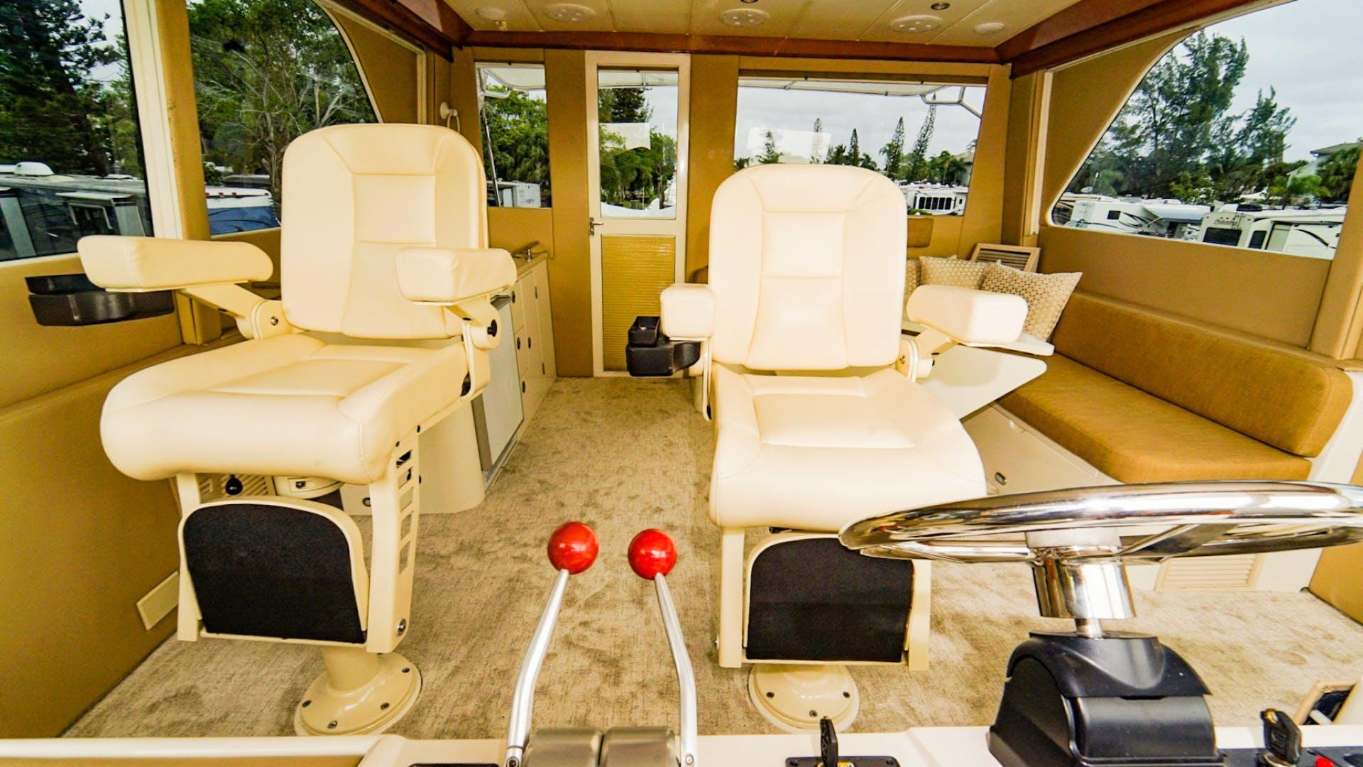 2008 Hampton 63' Skylounge Maverick   Picture 5 of 60
