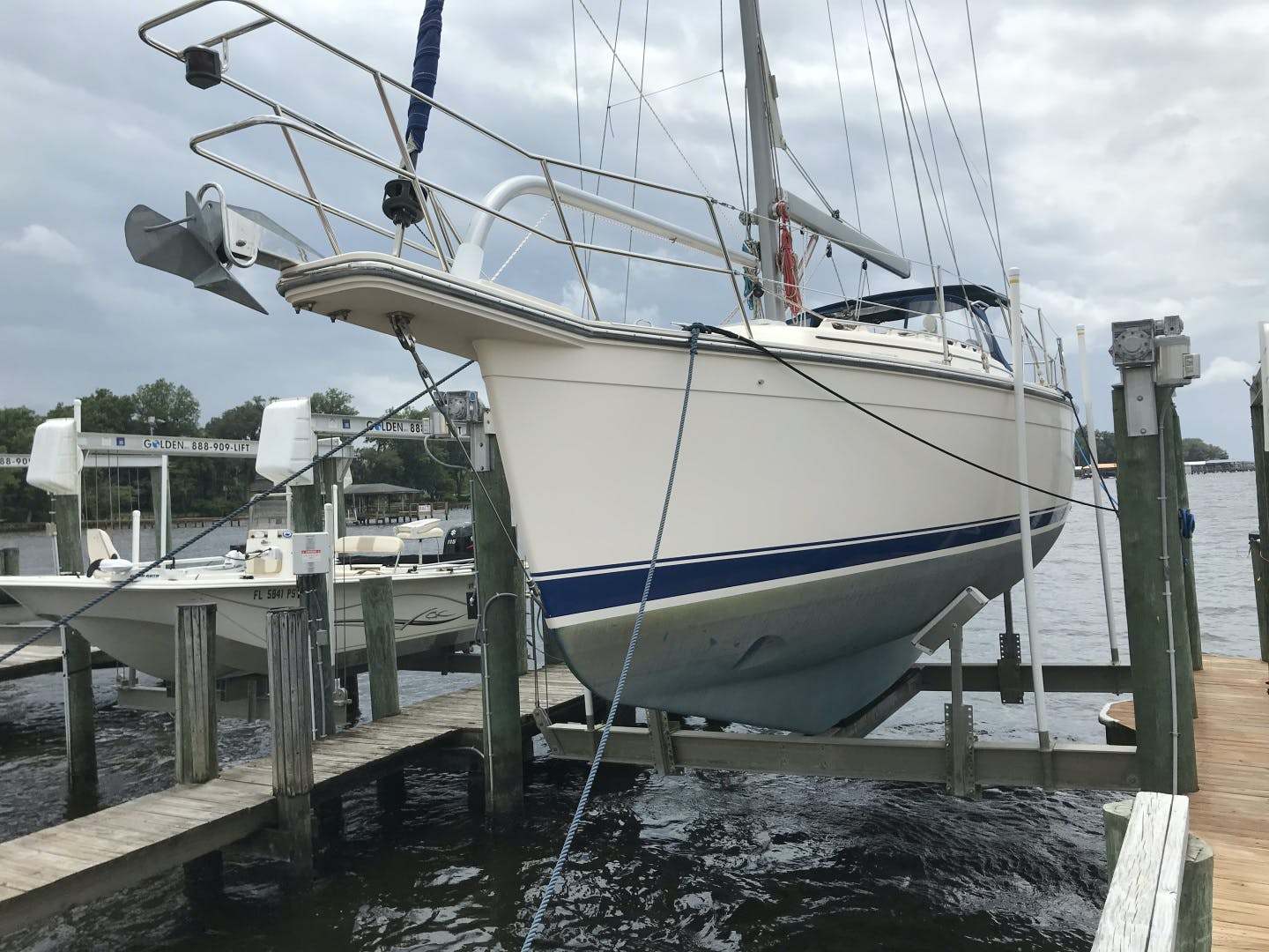 2010 Island Packet 38' Estero Withheld | Picture 8 of 17