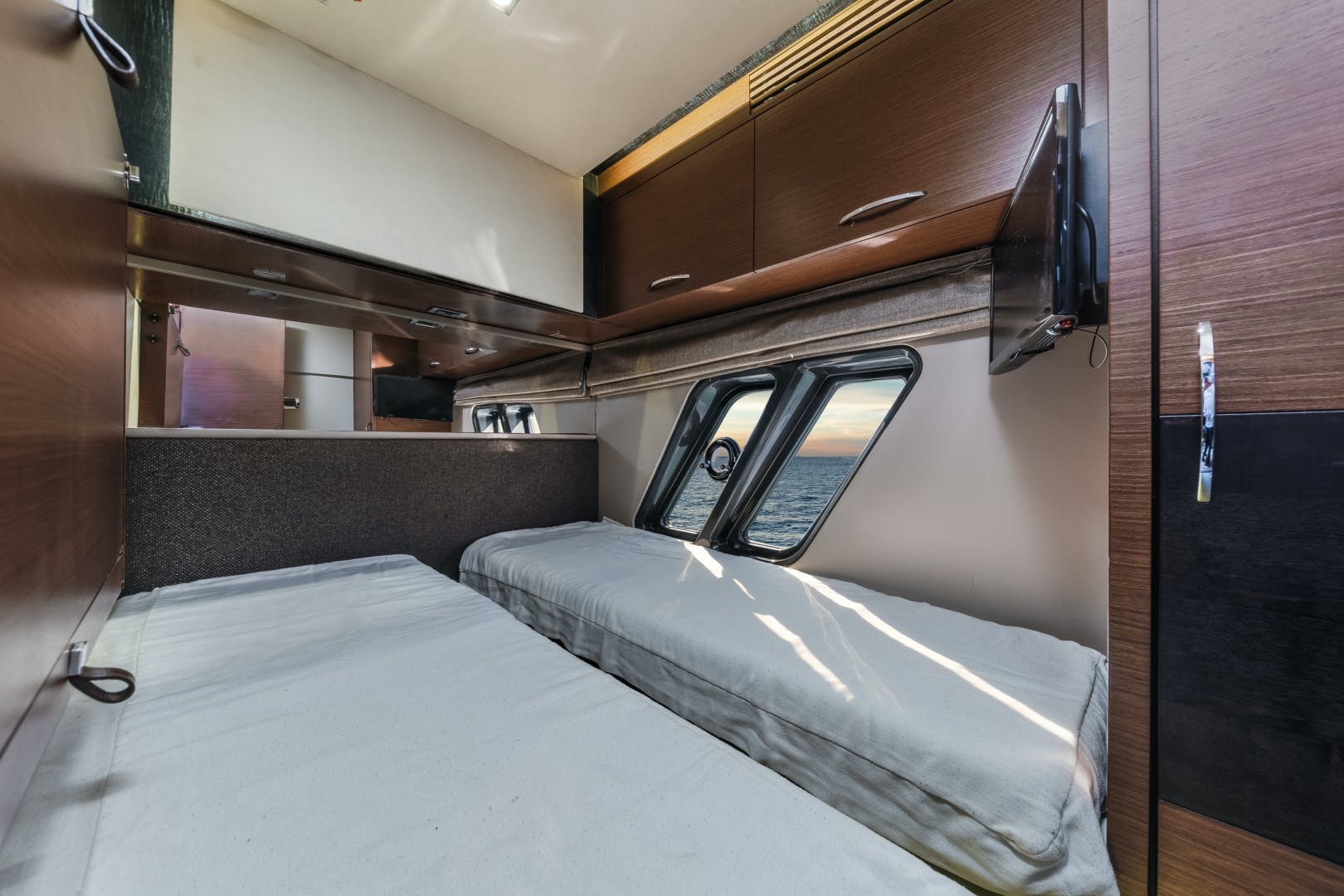 2015 Sea Ray 65' L650 Fly Migration   Picture 1 of 29