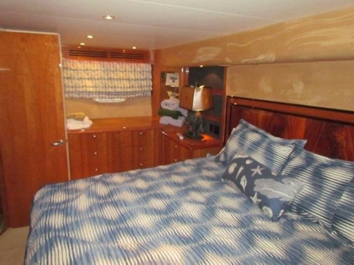 2005 Hatteras 68' Convertible Sweet Liberty    Picture 5 of 62