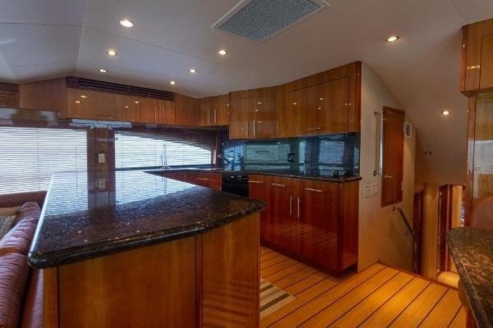 2005 Hatteras 68' Convertible Sweet Liberty    Picture 8 of 62
