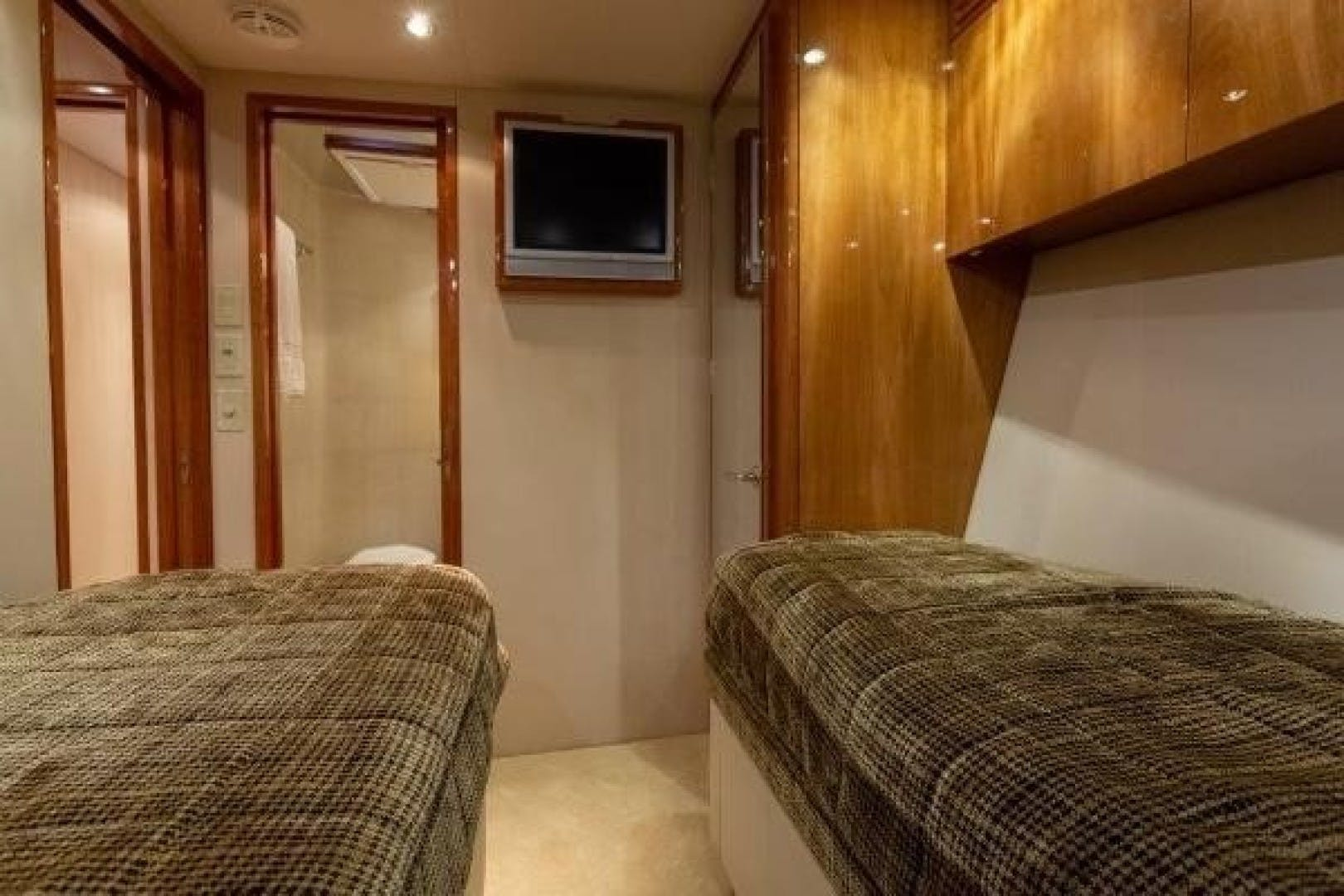 2005 Hatteras 68' Convertible Sweet Liberty    Picture 7 of 62