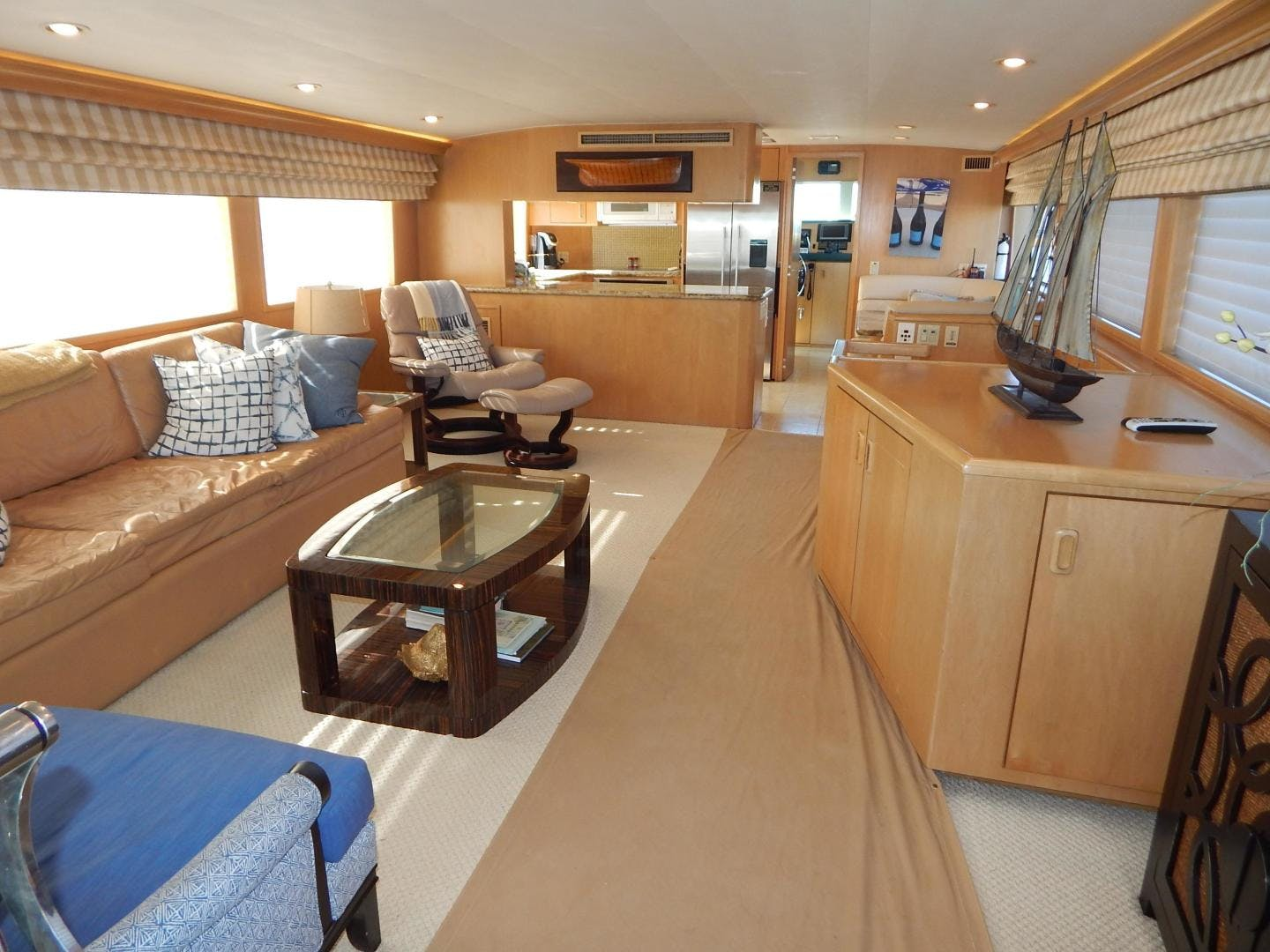 1998 Hatteras 74' Sport Deck Motor Yacht I GOT YOU | Picture 7 of 40