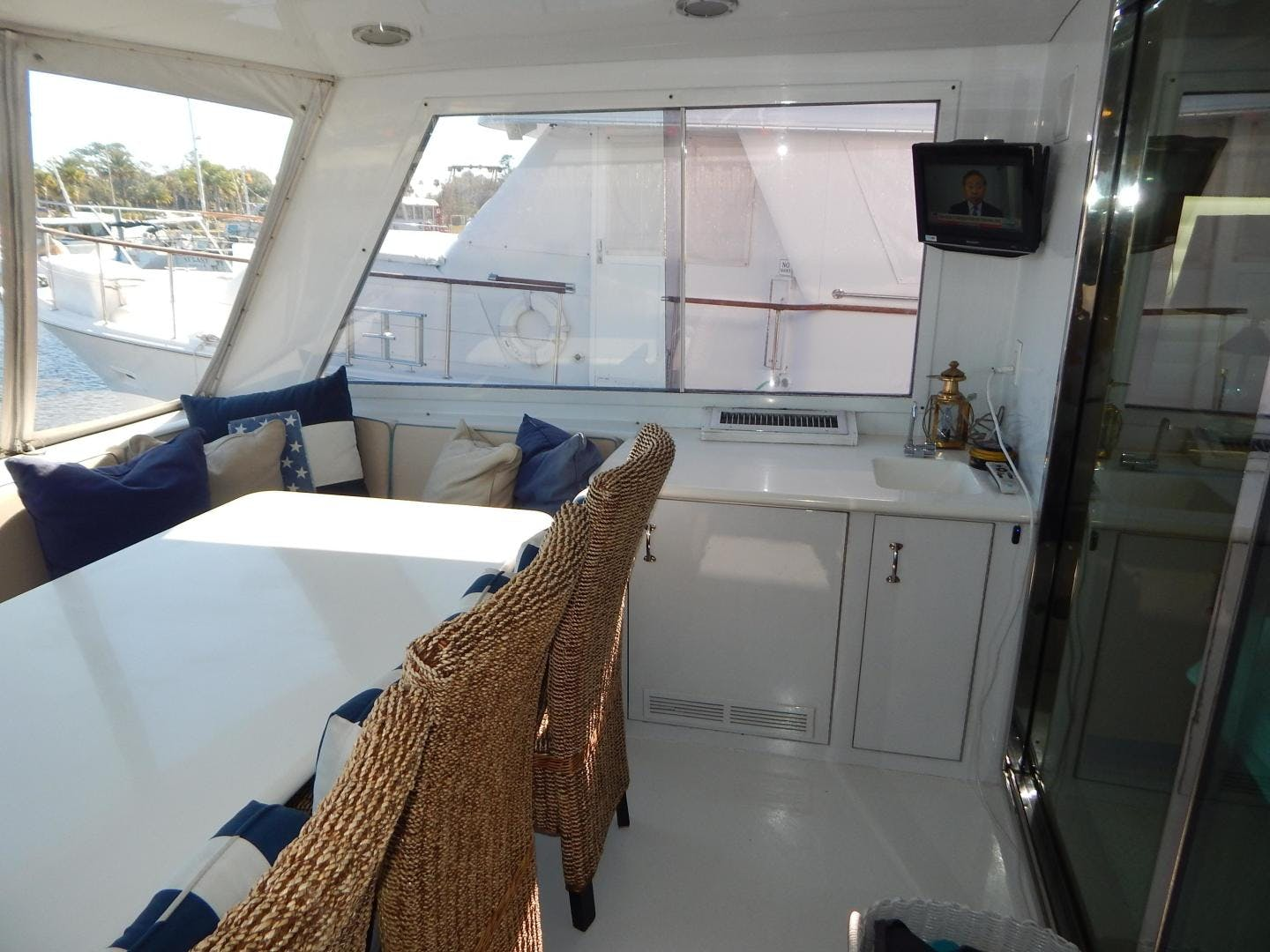 1998 Hatteras 74' Sport Deck Motor Yacht I GOT YOU | Picture 6 of 40