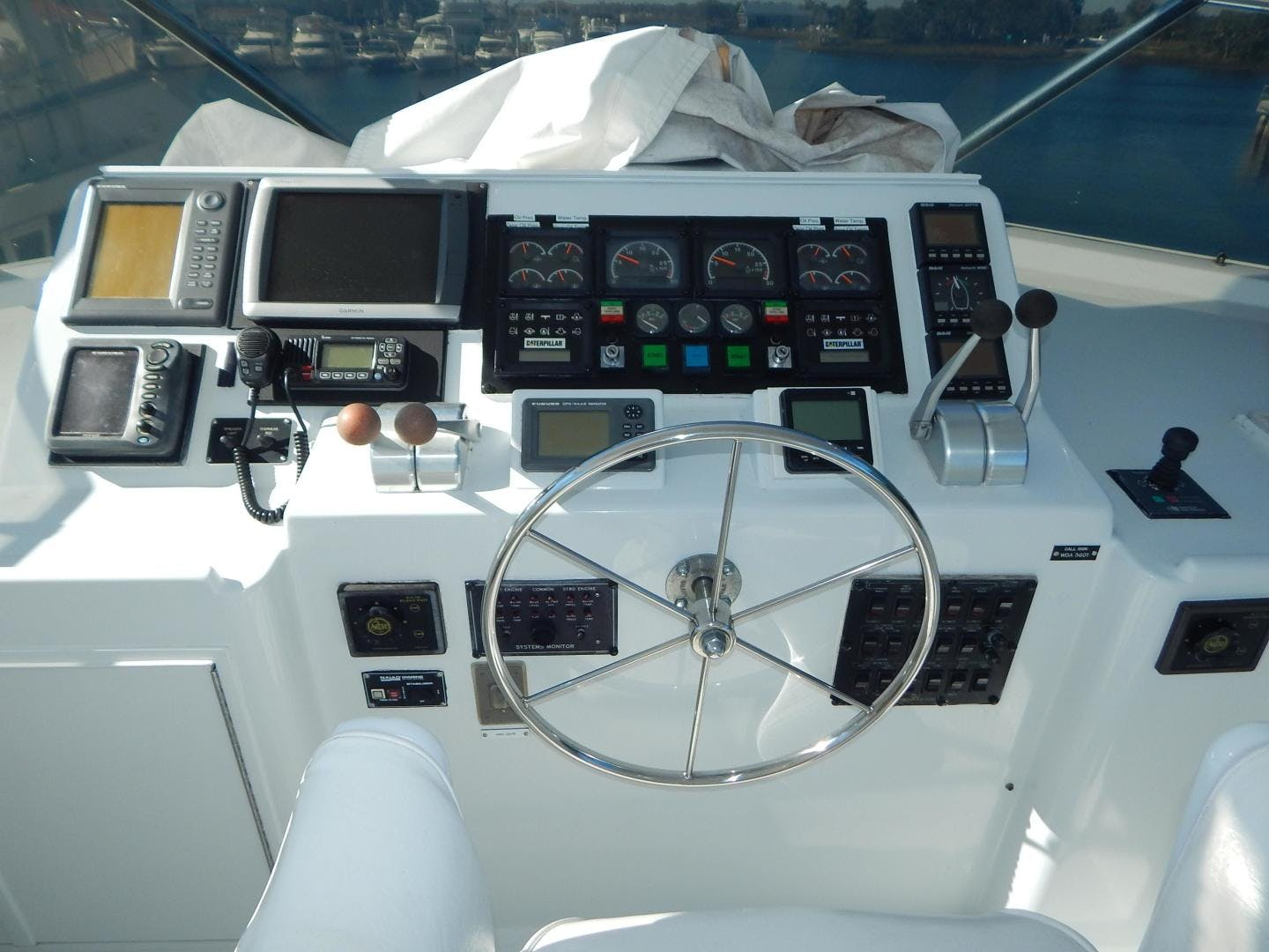 1998 Hatteras 74' Sport Deck Motor Yacht I GOT YOU | Picture 5 of 40