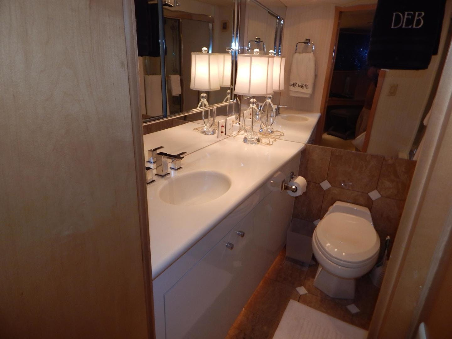 1998 Hatteras 74' Sport Deck Motor Yacht I GOT YOU   Picture 5 of 40
