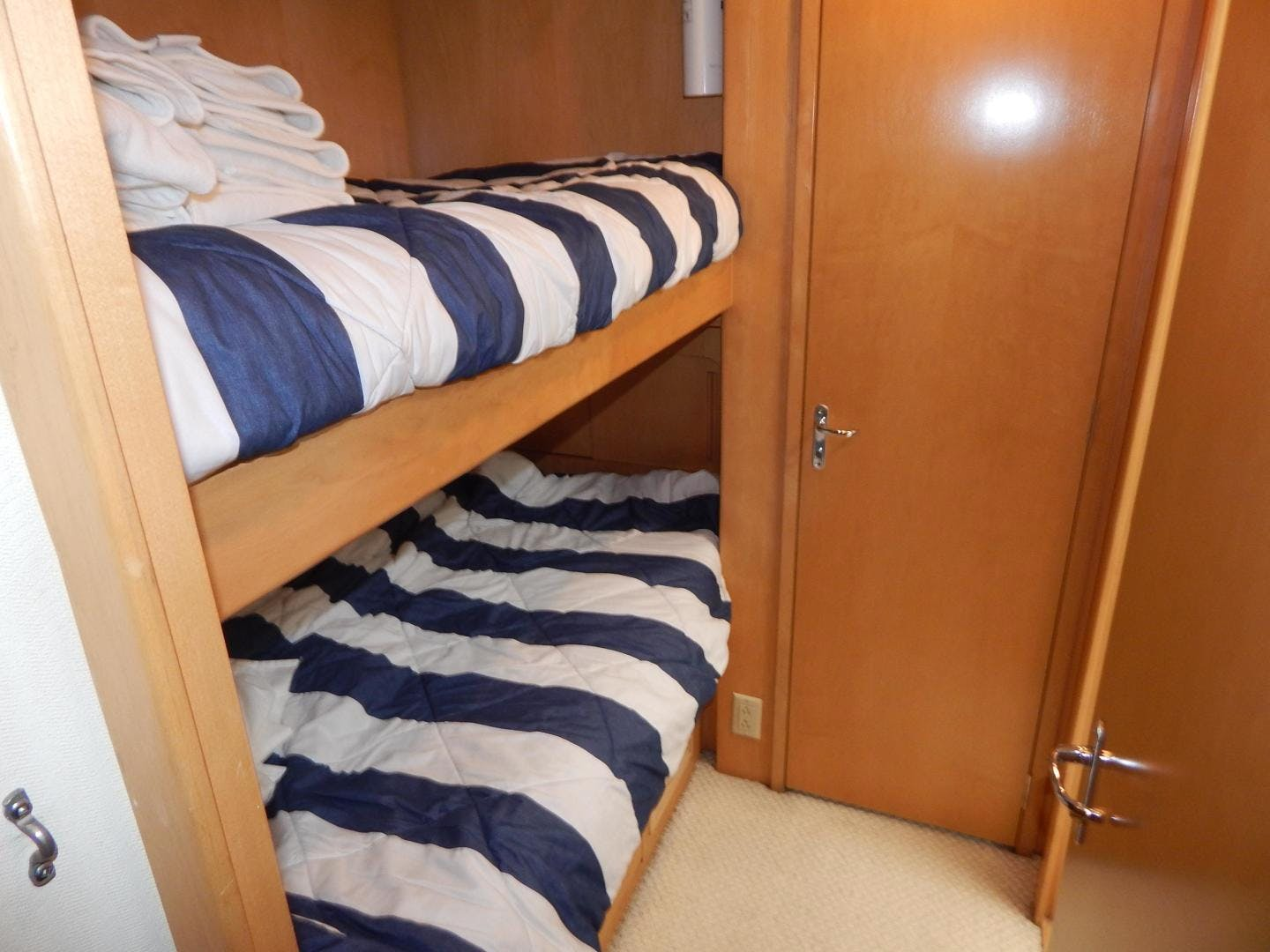 1998 Hatteras 74' Sport Deck Motor Yacht I GOT YOU   Picture 2 of 40