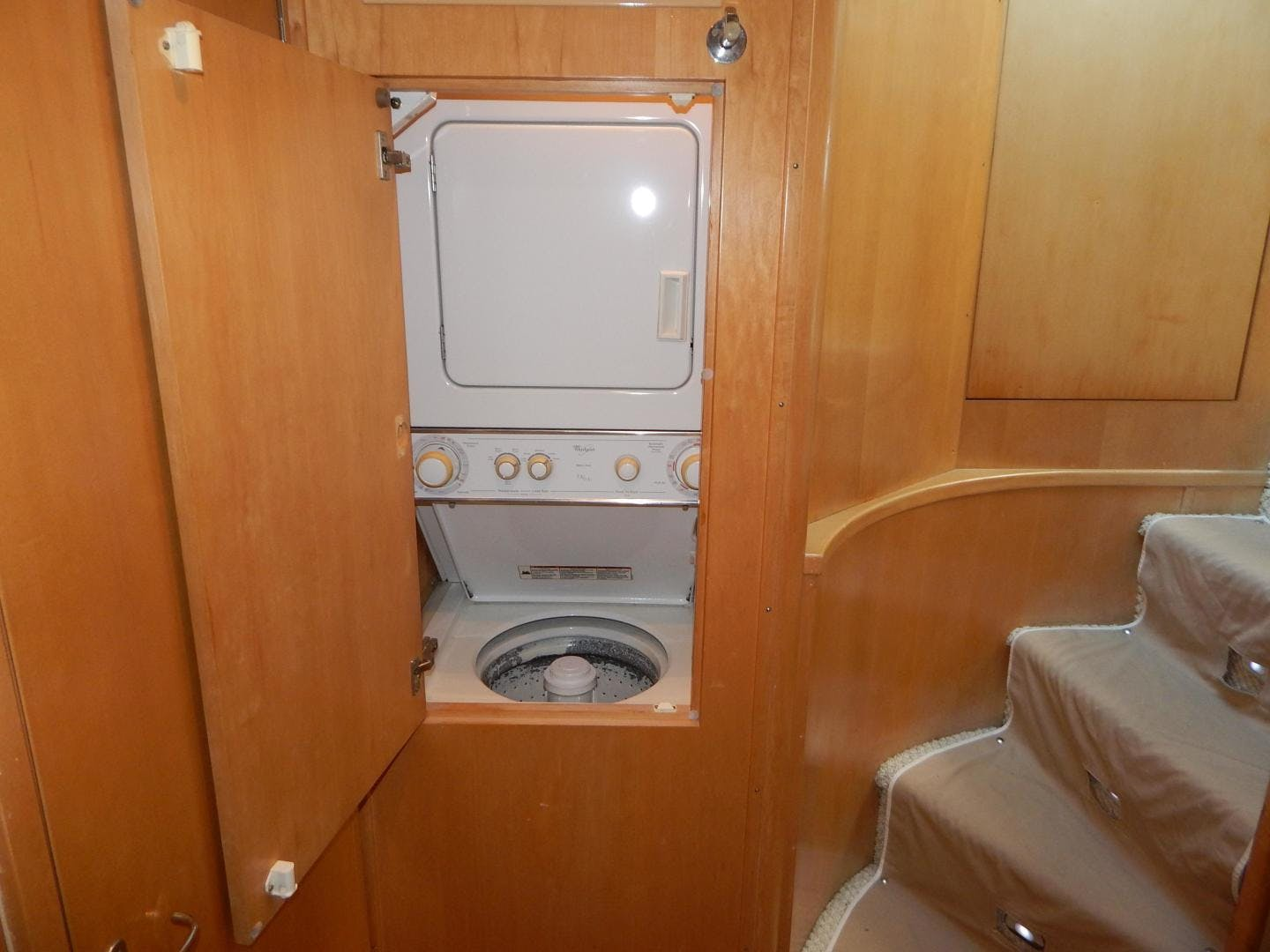 1998 Hatteras 74' Sport Deck Motor Yacht I GOT YOU   Picture 3 of 40