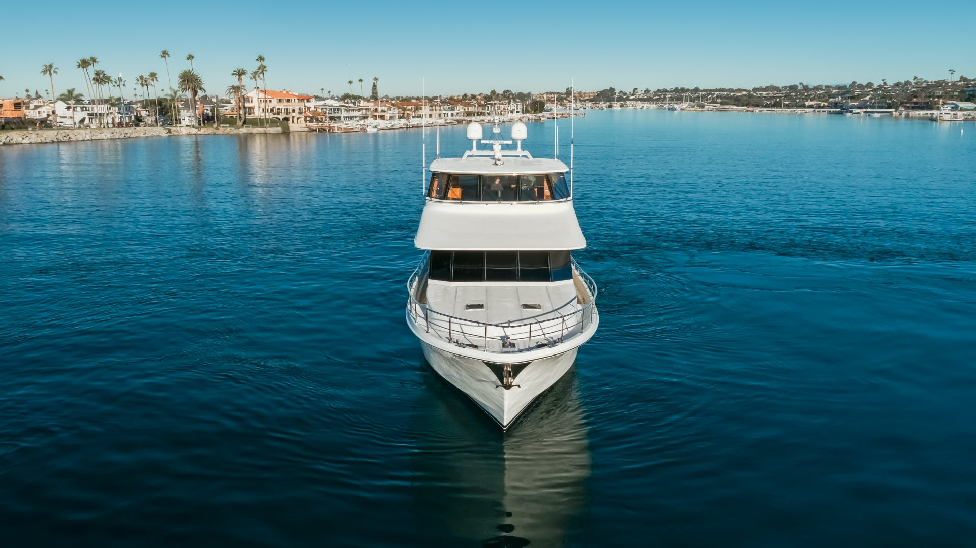 2010 Ocean Alexander 84' CMY Skylounge SOUNDINGS | Picture 7 of 57