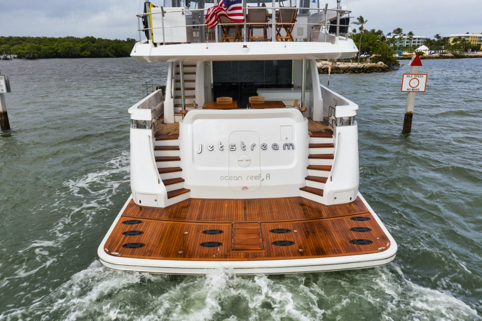 2019 Hatteras 90' M90 Panacera Jetstream | Picture 2 of 38