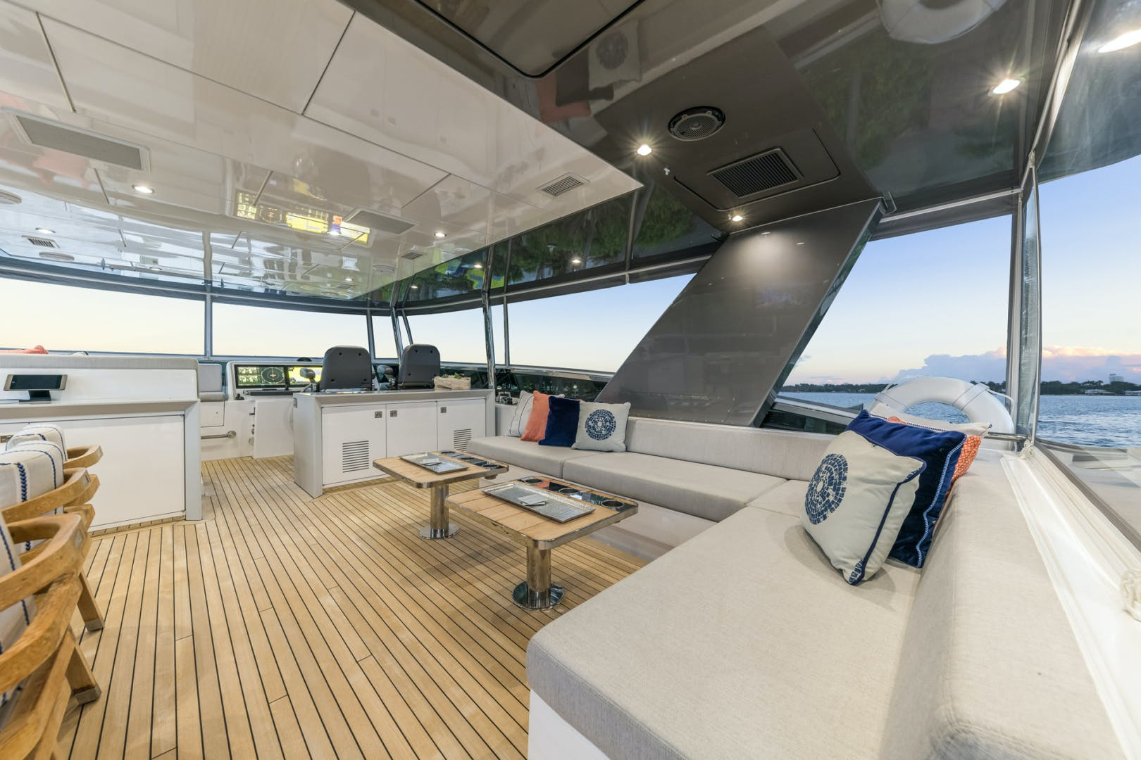 2019 Hatteras 90' M90 Panacera Jetstream | Picture 6 of 38