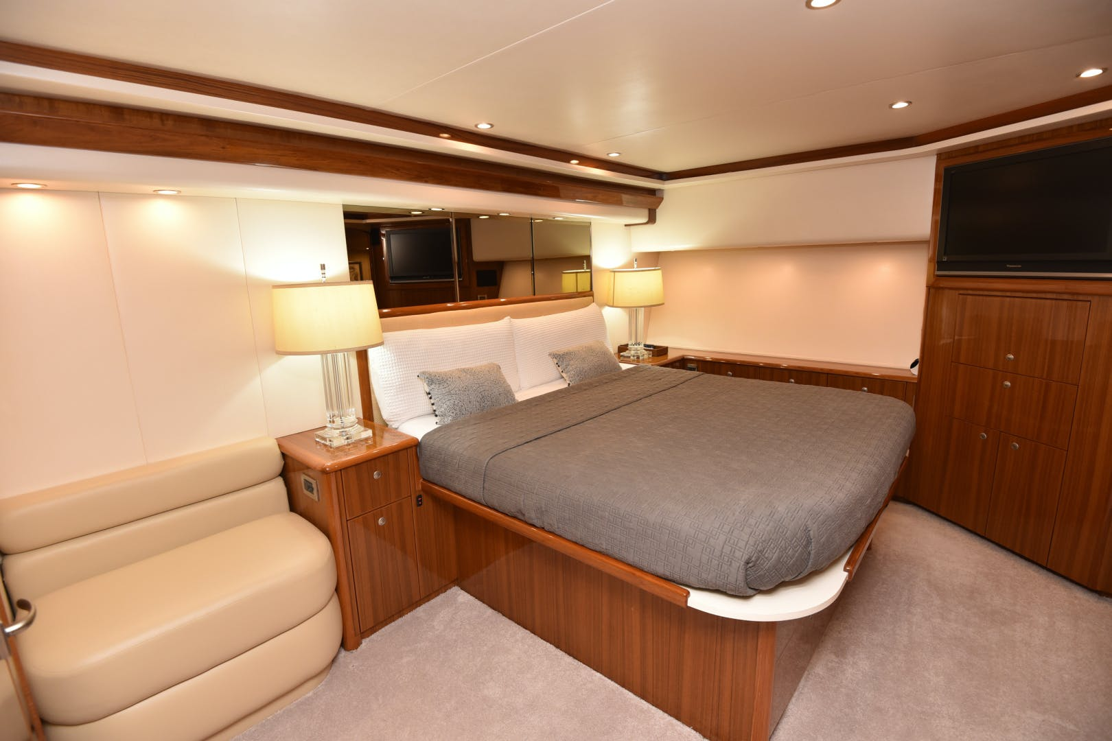 2008 Viking 74' 74 Convertible Picu 2 | Picture 5 of 95