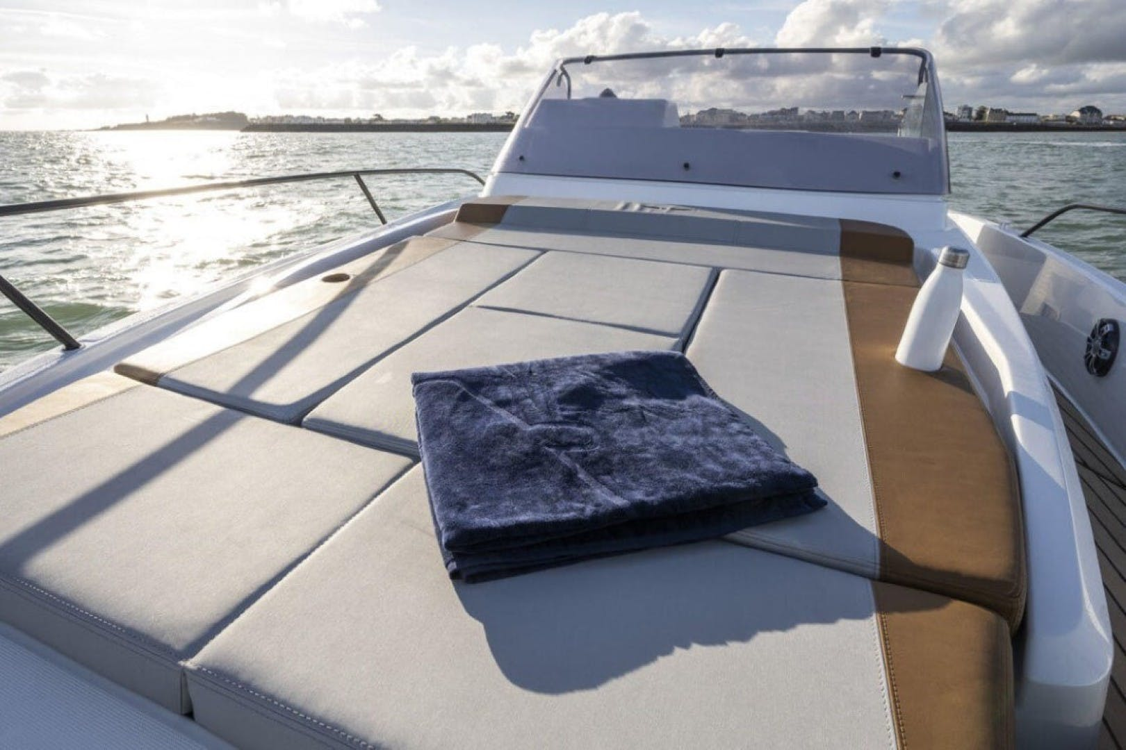 2021 Beneteau America 24' Flyer 9 Sundeck  | Picture 4 of 7