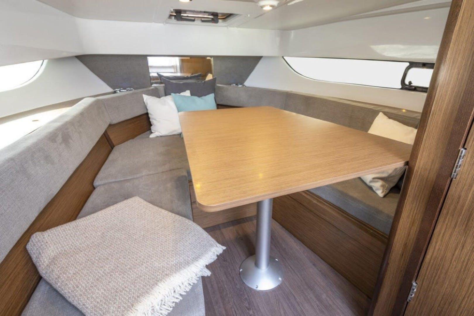 2021 Beneteau America 24' Flyer 9 Sundeck  | Picture 5 of 7
