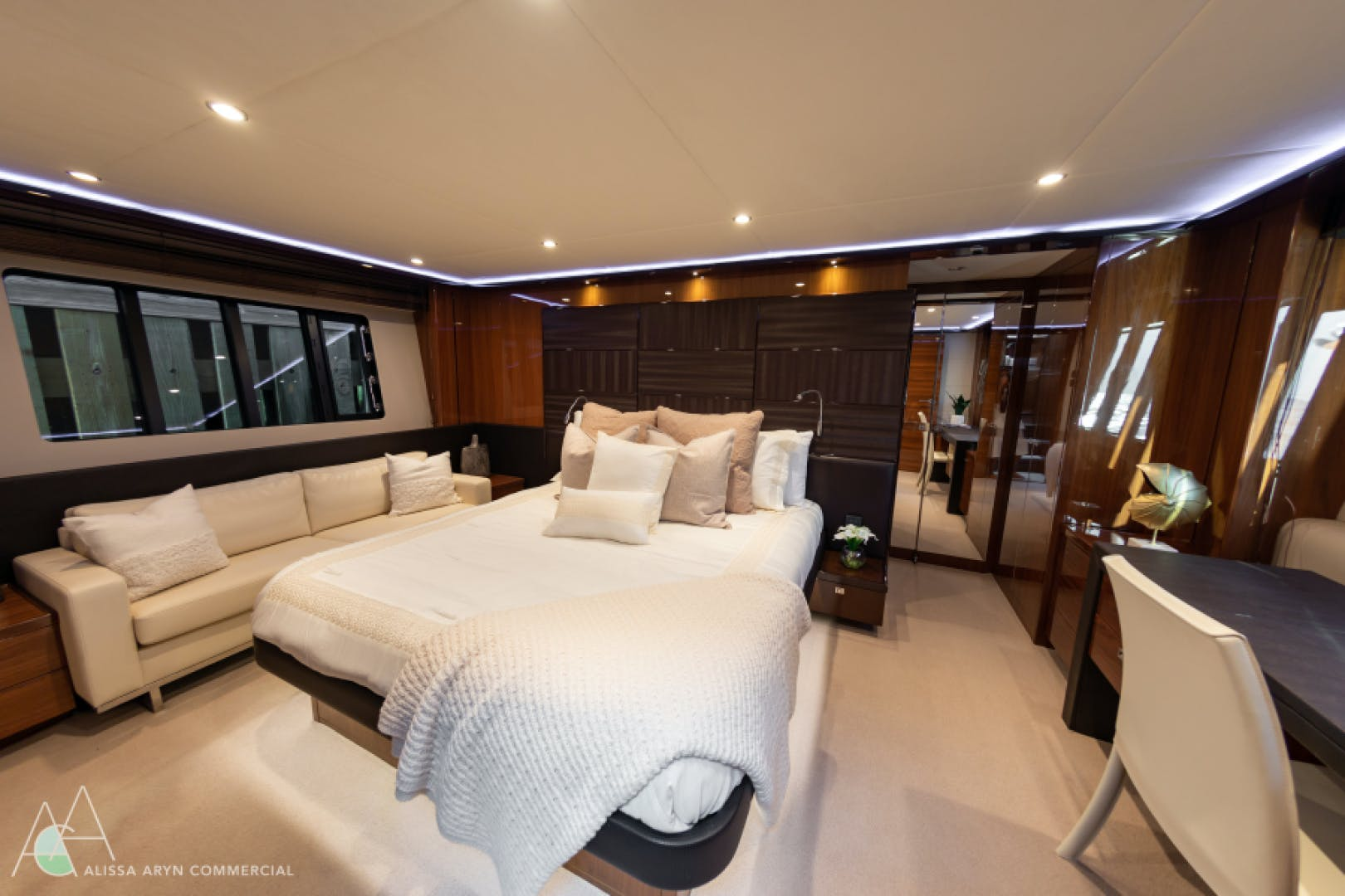 2013 Princess 72' V72  | Picture 6 of 37
