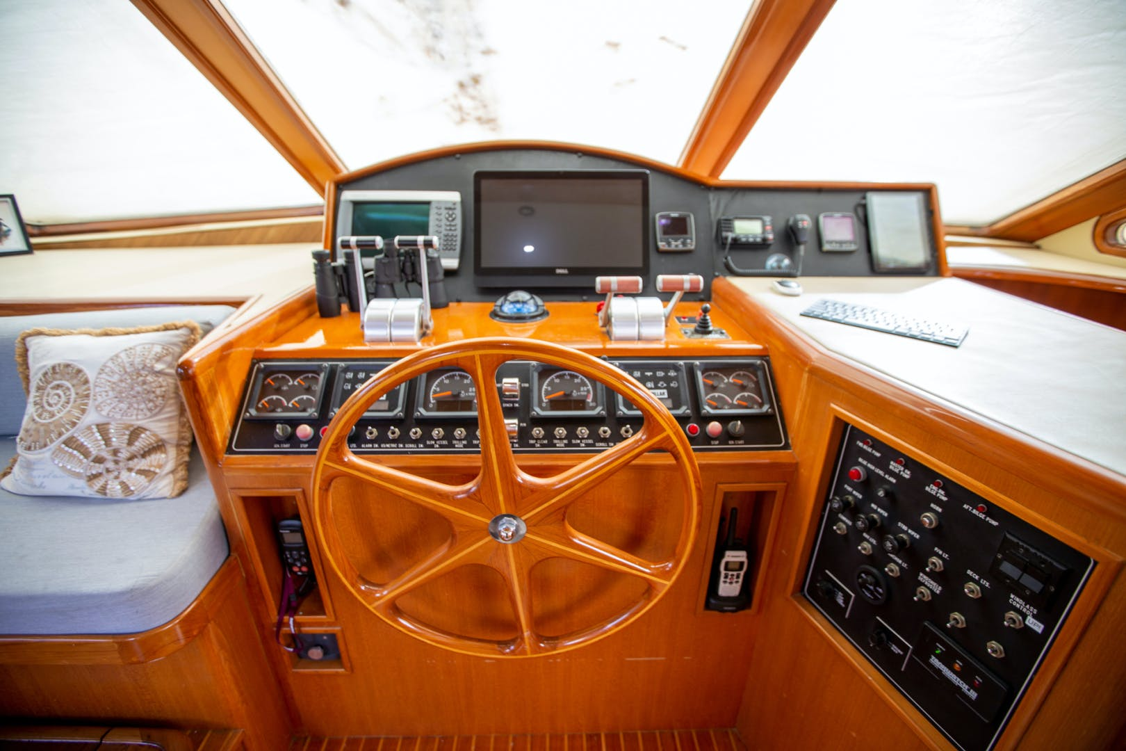 2000 Ocean Alexander 61' 610 Pilothouse Name Reserved   Picture 4 of 48