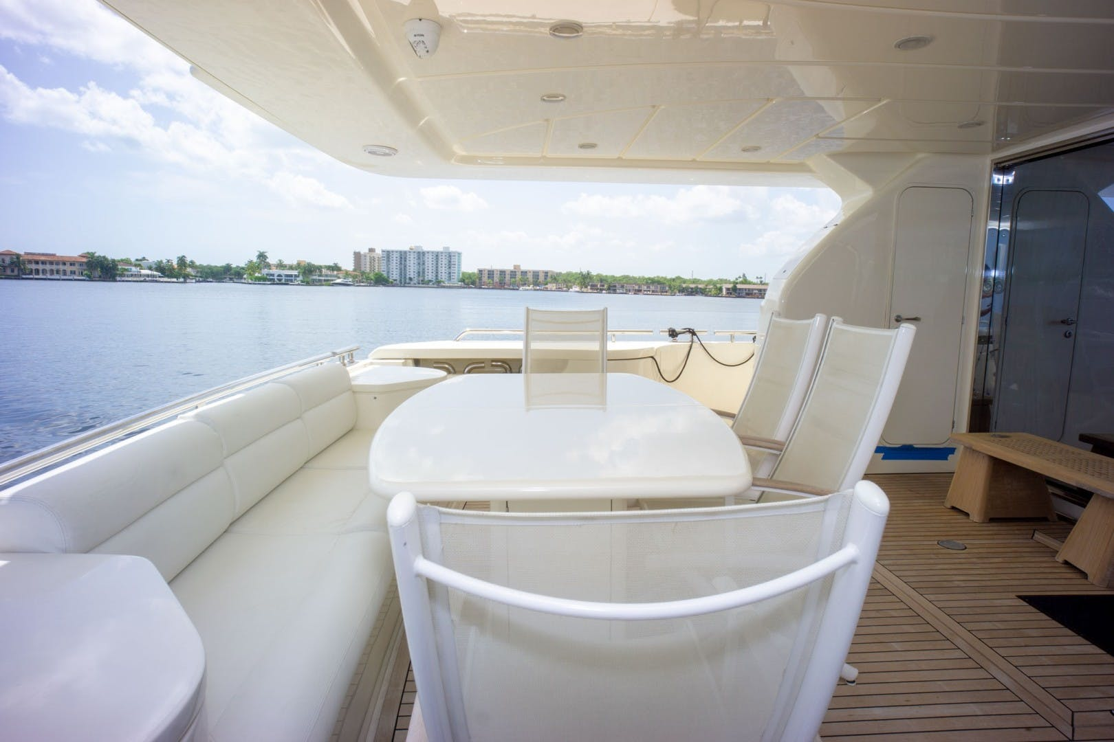 2006 Ferretti Yachts 83' 830    Picture 3 of 65