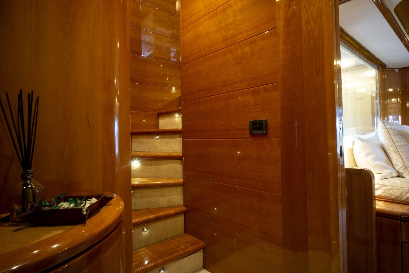 2006 Ferretti Yachts 83' 830    Picture 4 of 65