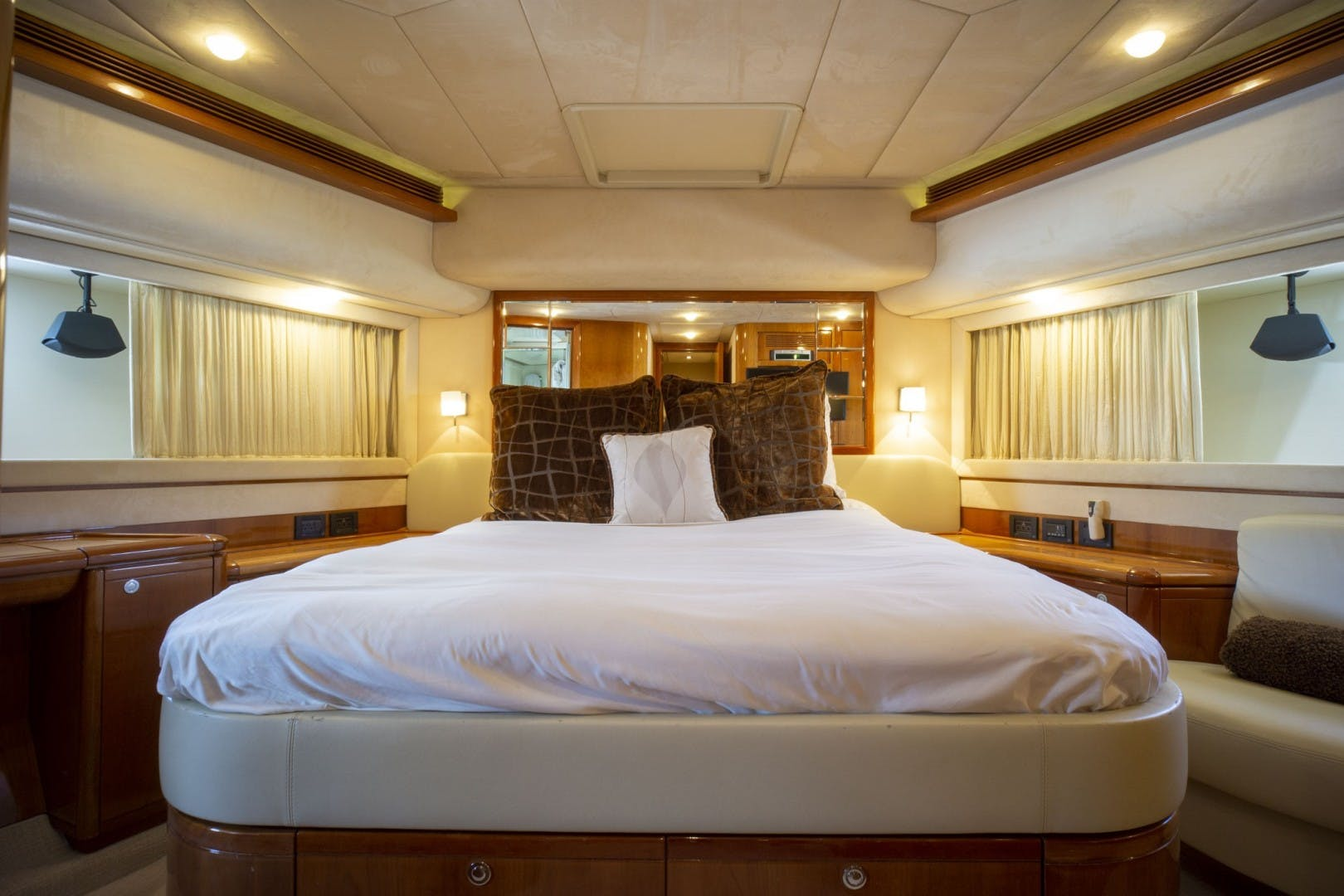 2006 Ferretti Yachts 83' 830    Picture 5 of 65