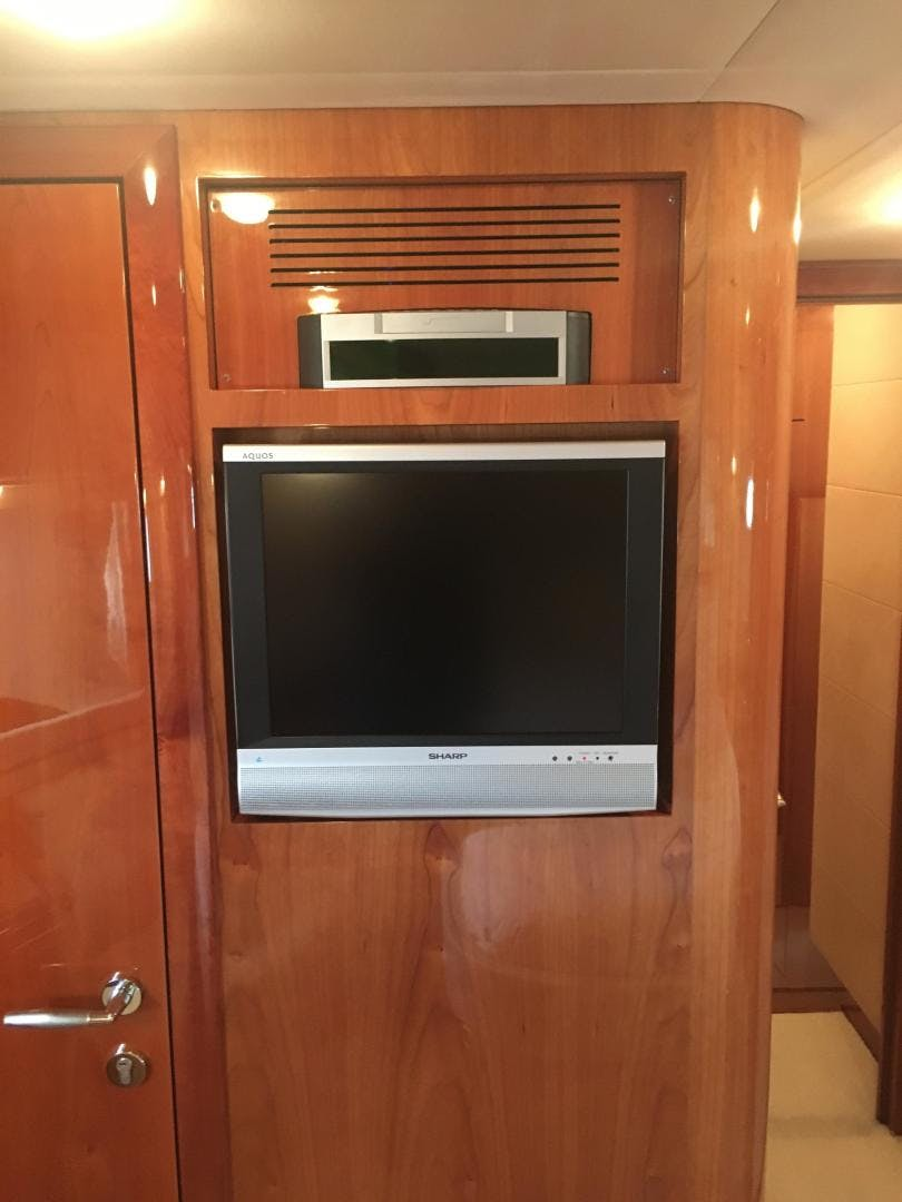 2006 Ferretti Yachts 83' 830    Picture 6 of 109