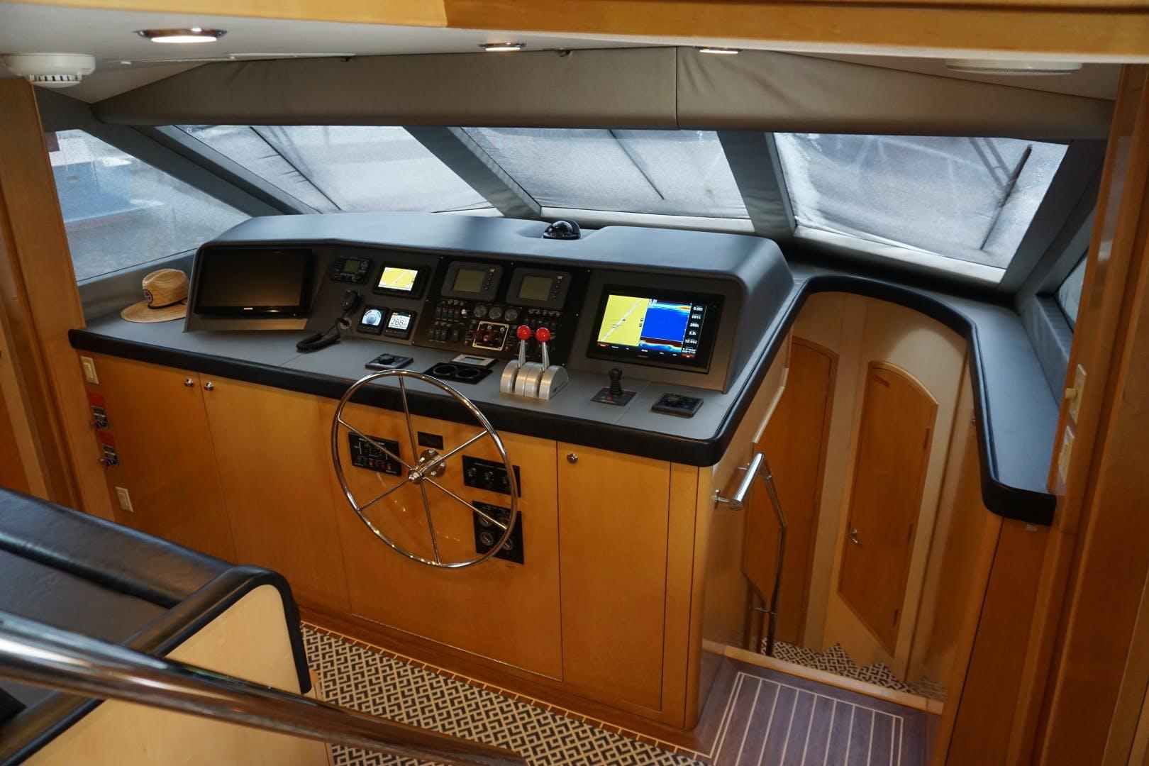 2002 Hatteras 75' Motor yacht flybridge Luisa | Picture 3 of 44