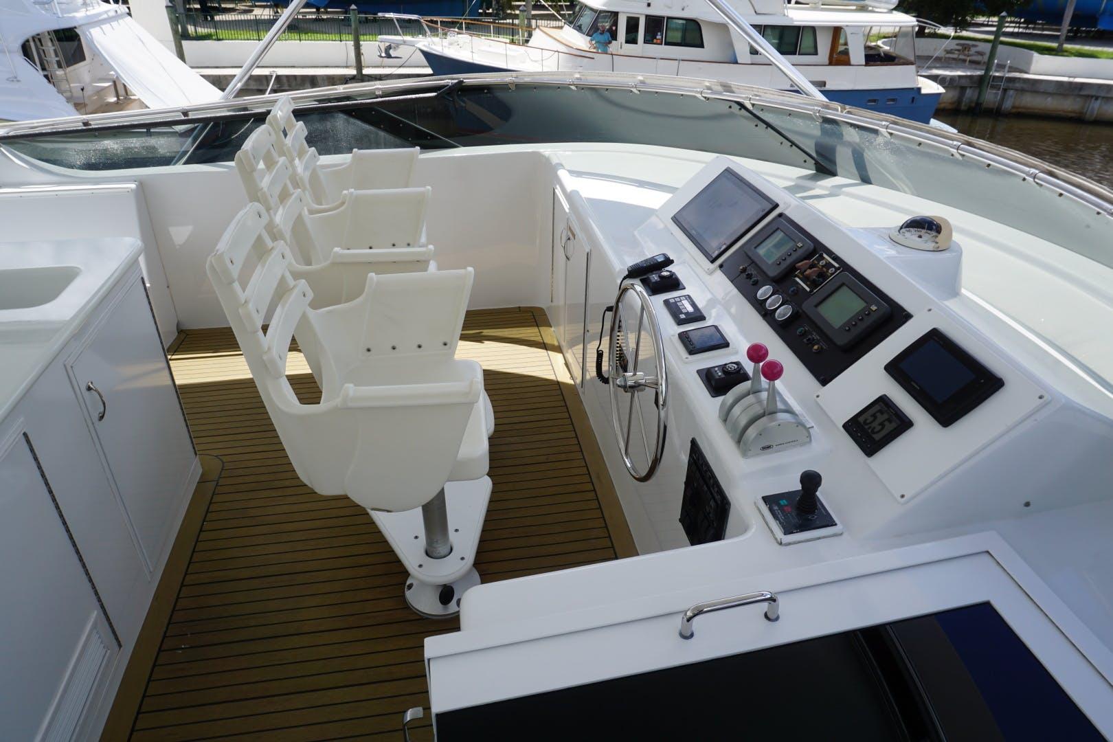 2002 Hatteras 75' Motor yacht flybridge Luisa | Picture 4 of 44