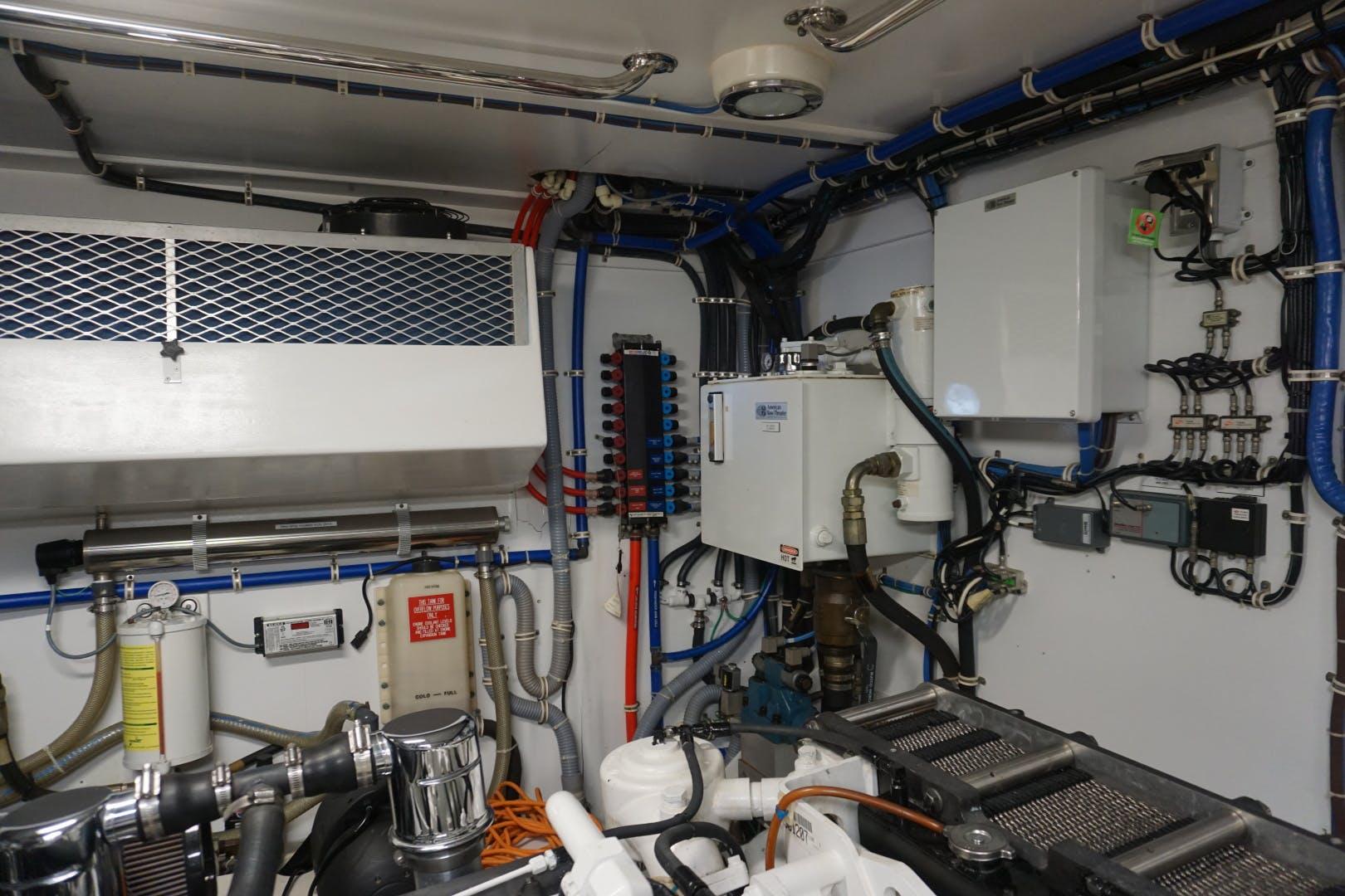 2002 Hatteras 75' Motor yacht flybridge Luisa | Picture 8 of 44