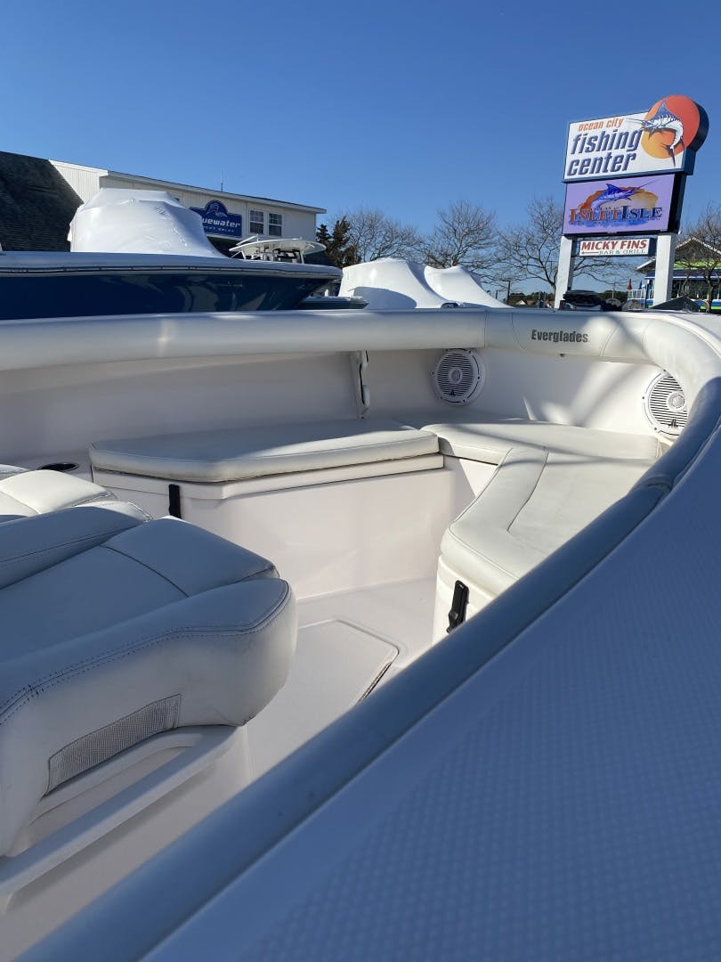 2015 Everglades 25' 255 Center Console  | Picture 8 of 9