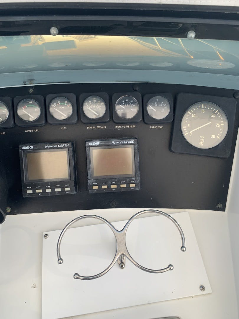 1991 Hatteras 52' Cockpit Motor Yacht Cat in the Hatt | Picture 4 of 62