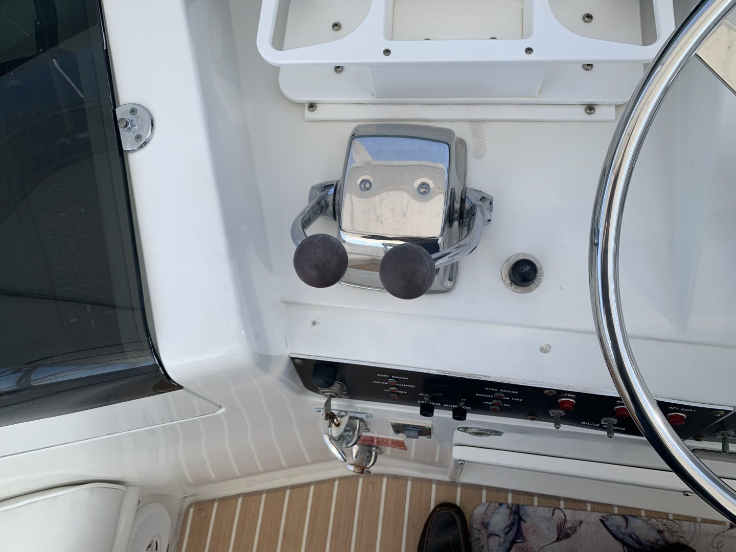 1991 Hatteras 52' Cockpit Motor Yacht Cat in the Hatt | Picture 2 of 62