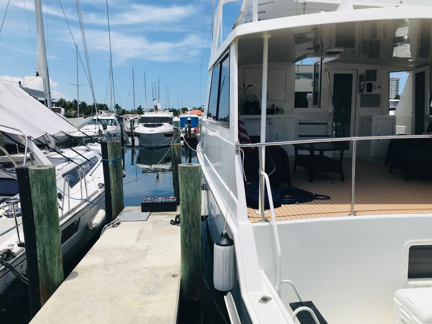 1991 Hatteras 52' Cockpit Motor Yacht Cat in the Hatt | Picture 8 of 62