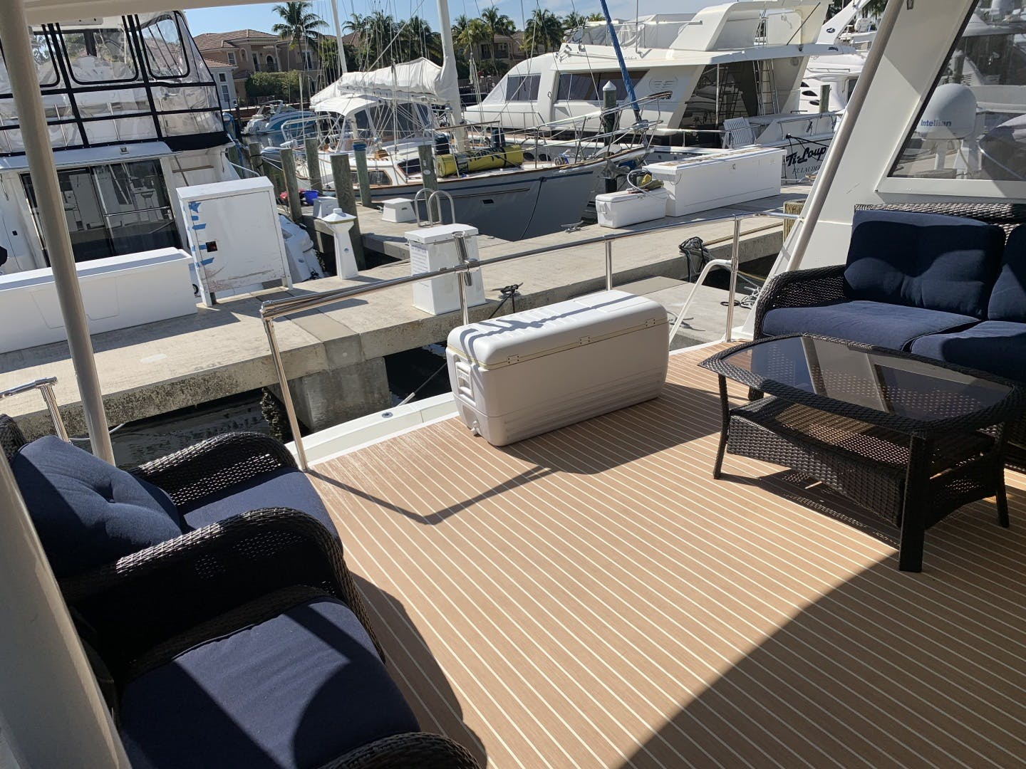 1991 Hatteras 52' Cockpit Motor Yacht Cat in the Hatt | Picture 6 of 62