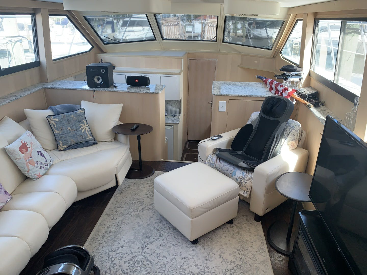 1991 Hatteras 52' Cockpit Motor Yacht Cat in the Hatt | Picture 7 of 62
