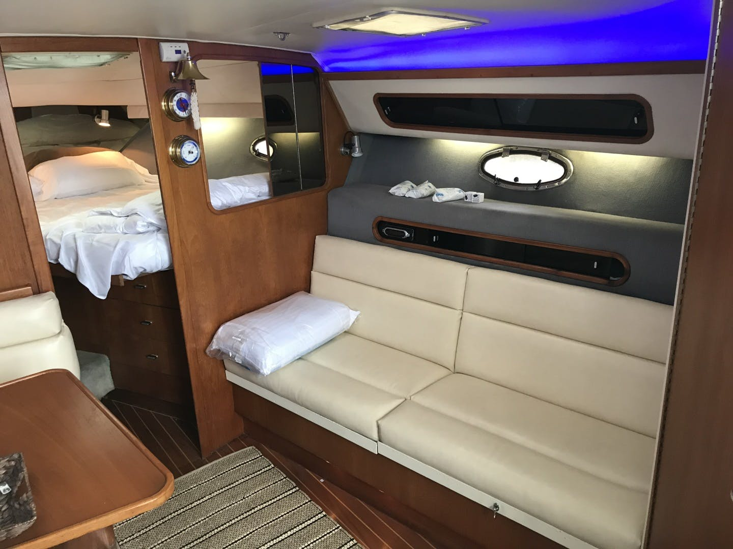 1990 Tiara Yachts 33' 3300 Open Summer Place   Picture 6 of 6