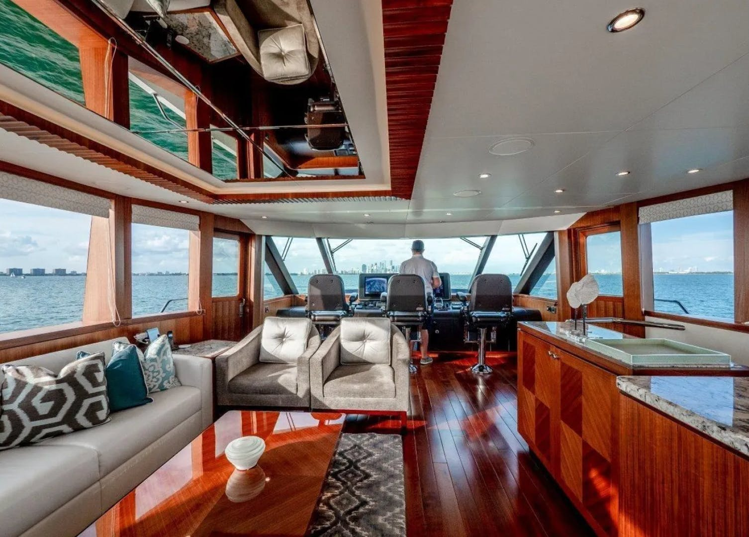 2016 Ocean Alexander 100' 100 Skylounge Sea N Sea | Picture 7 of 9