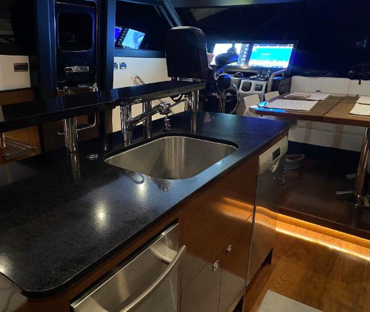 2019 Ocean Alexander 70' 70 Evolution CHARITOO | Picture 3 of 31