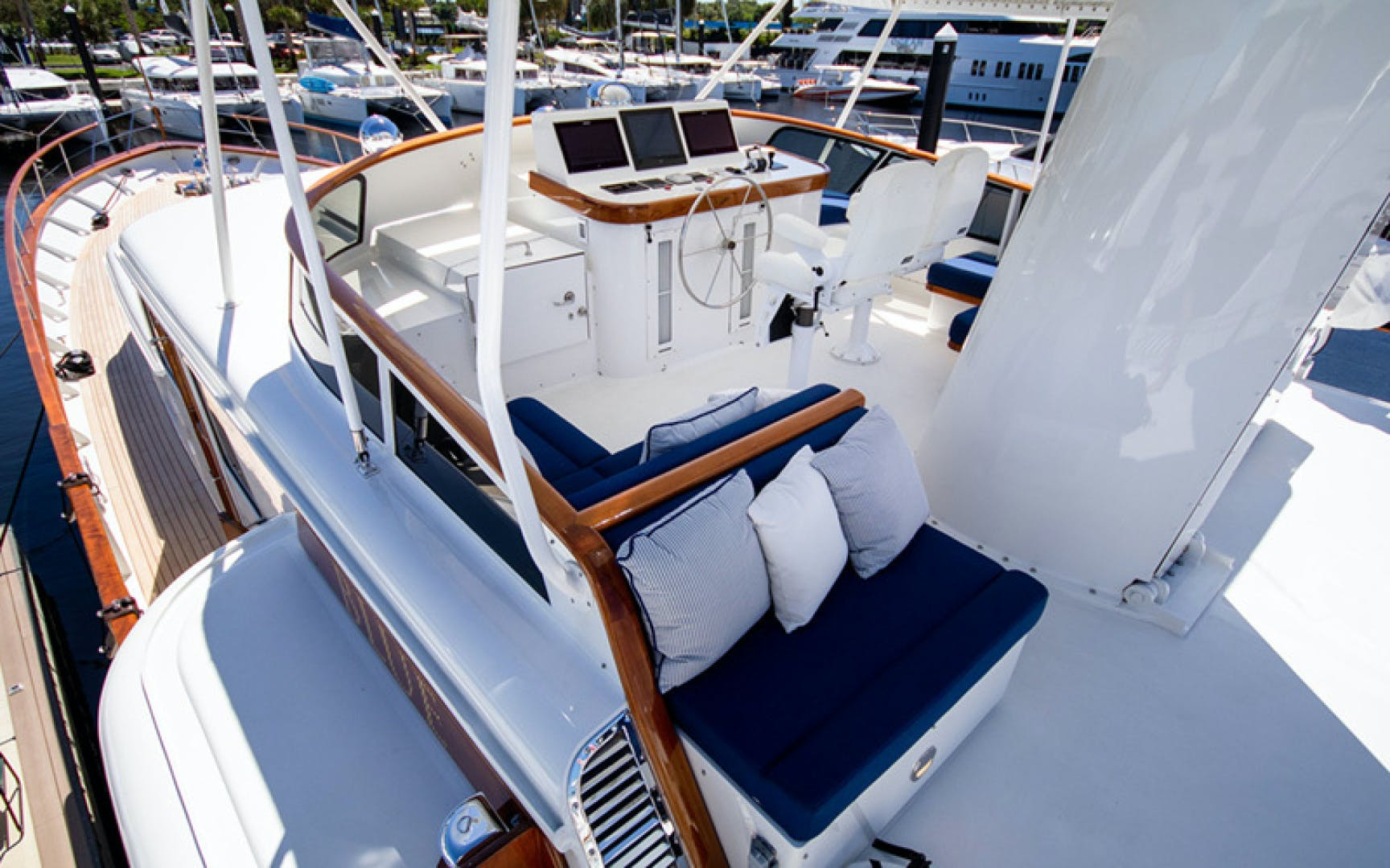 1969 Feadship 105'  Blue  | Picture 4 of 42