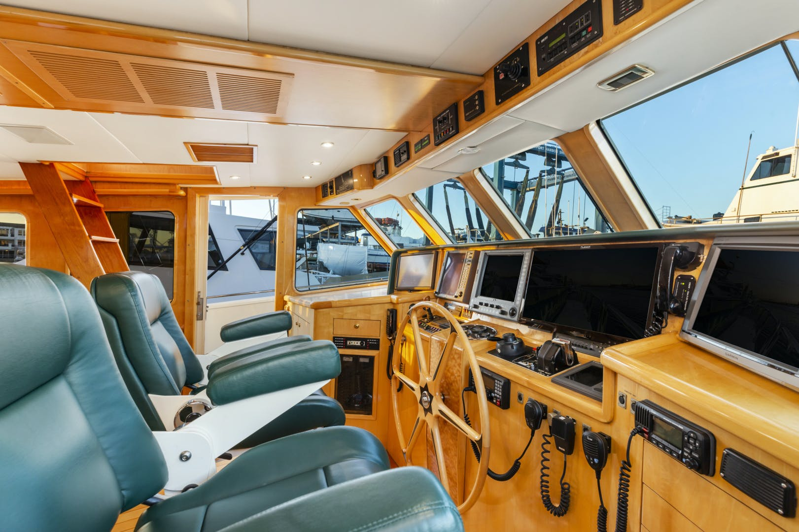 1985 Delta Marine 84' Expedition HOLIDAY | Picture 3 of 48